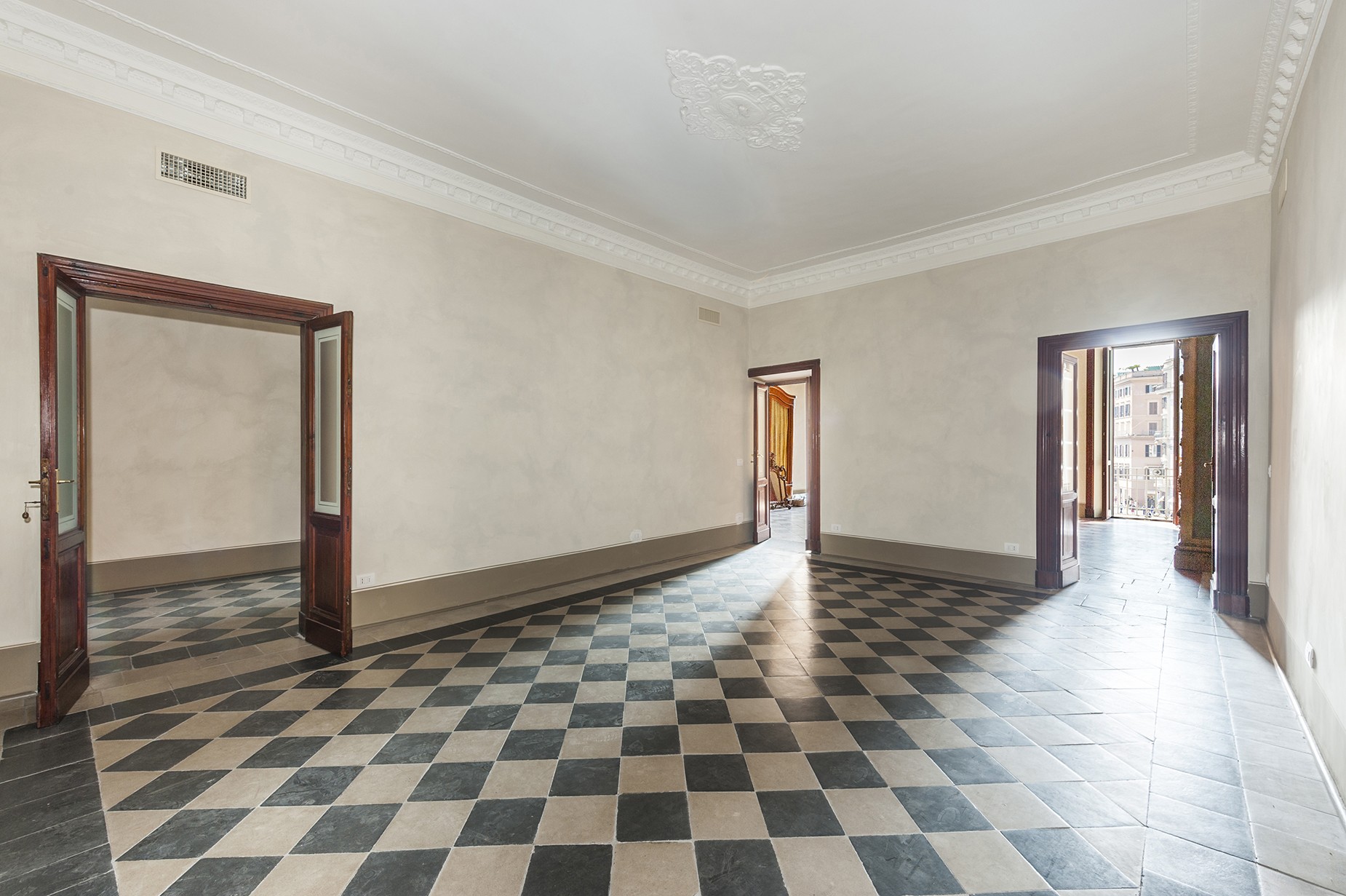 Additional photo for property listing at Magnificent apartment overlooking Piazza di Spagna Rome, Rome Italie
