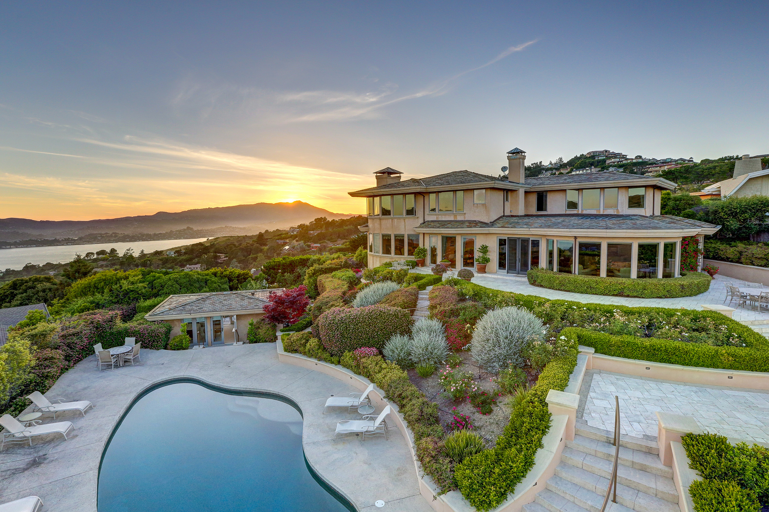 Casa Unifamiliar por un Venta en World Class Estate! 4 Santa Ana Ct Tiburon, California, 94920 Estados Unidos