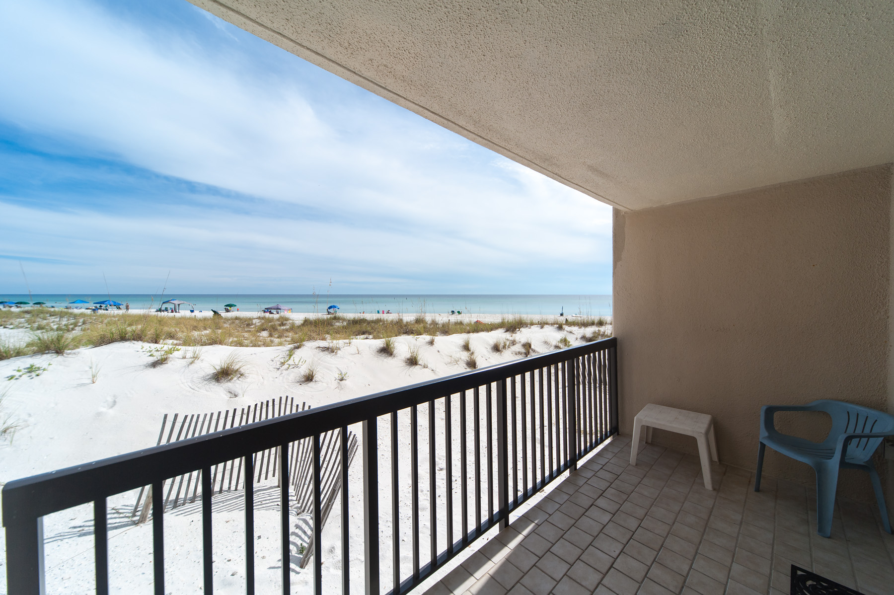 Piso por un Venta en TURN KEY GROUND FLOOR GULF FRONT 23223 Front Beach Rd # 106 C Pinnacle Port, Panama City Beach, Florida, 32413 Estados Unidos