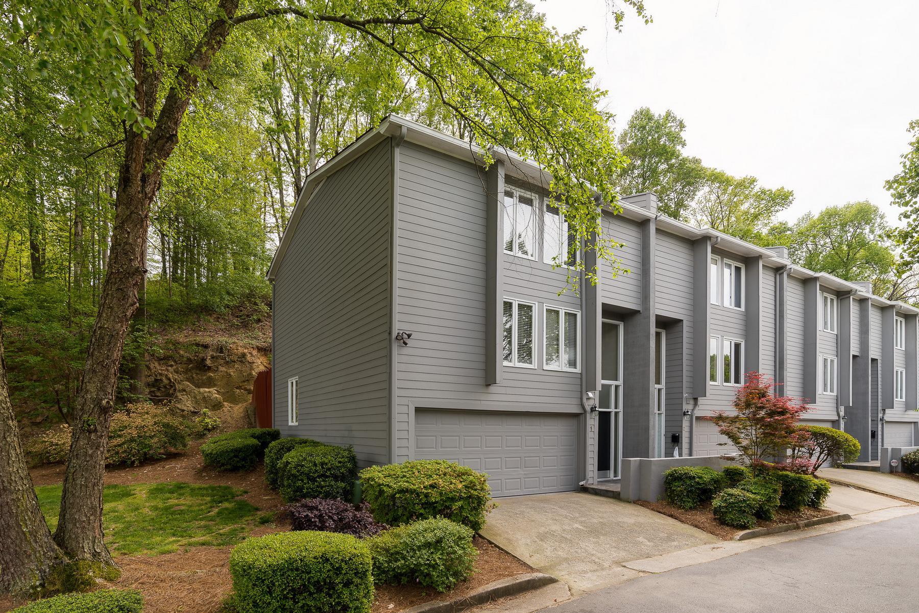 Adosado por un Venta en Gorgeous Townhouse 4010 Roswell Road Unit# 1 Atlanta, Georgia, 30342 Estados Unidos