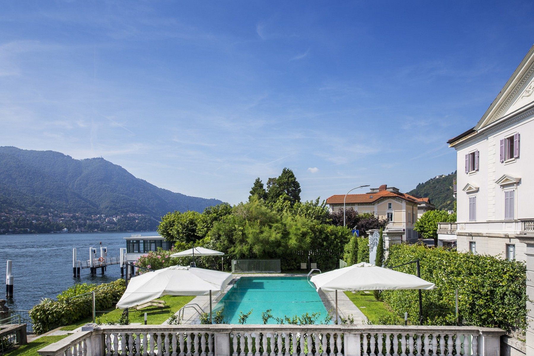 Additional photo for property listing at A celebrity-owned lakefront Penthouse within a prestigious villa in Moltrasio via Regina Moltrasio, Como 22010 Italien