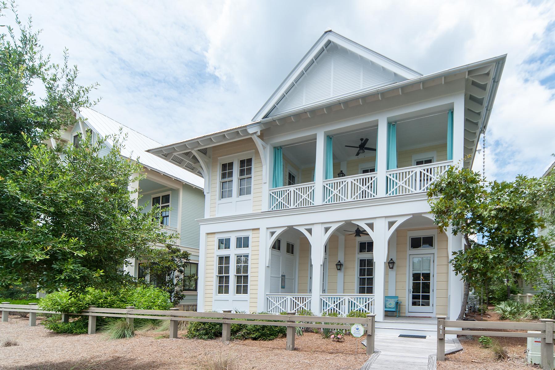 Nhà ở một gia đình vì Bán tại CUSTOM DESIGNED HOME IN SOUGHT AFTER WATERCOLOR 41 Mistflower Lane Watercolor, Santa Rosa Beach, Florida, 32459 Hoa Kỳ