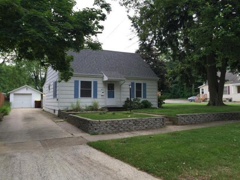 Tek Ailelik Ev için Satış at Cute Cape Cod 411 Cherry Street South Haven, Michigan 49090 Amerika Birleşik Devletleri