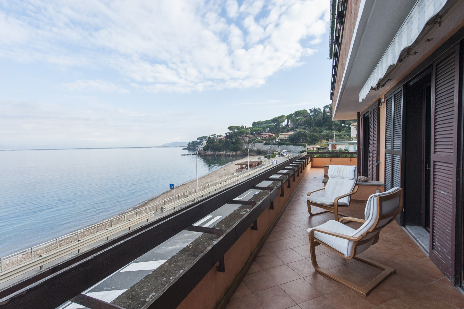 Additional photo for property listing at Apartment overlooking the sea Porto Santo Stefano, Grosseto Italie