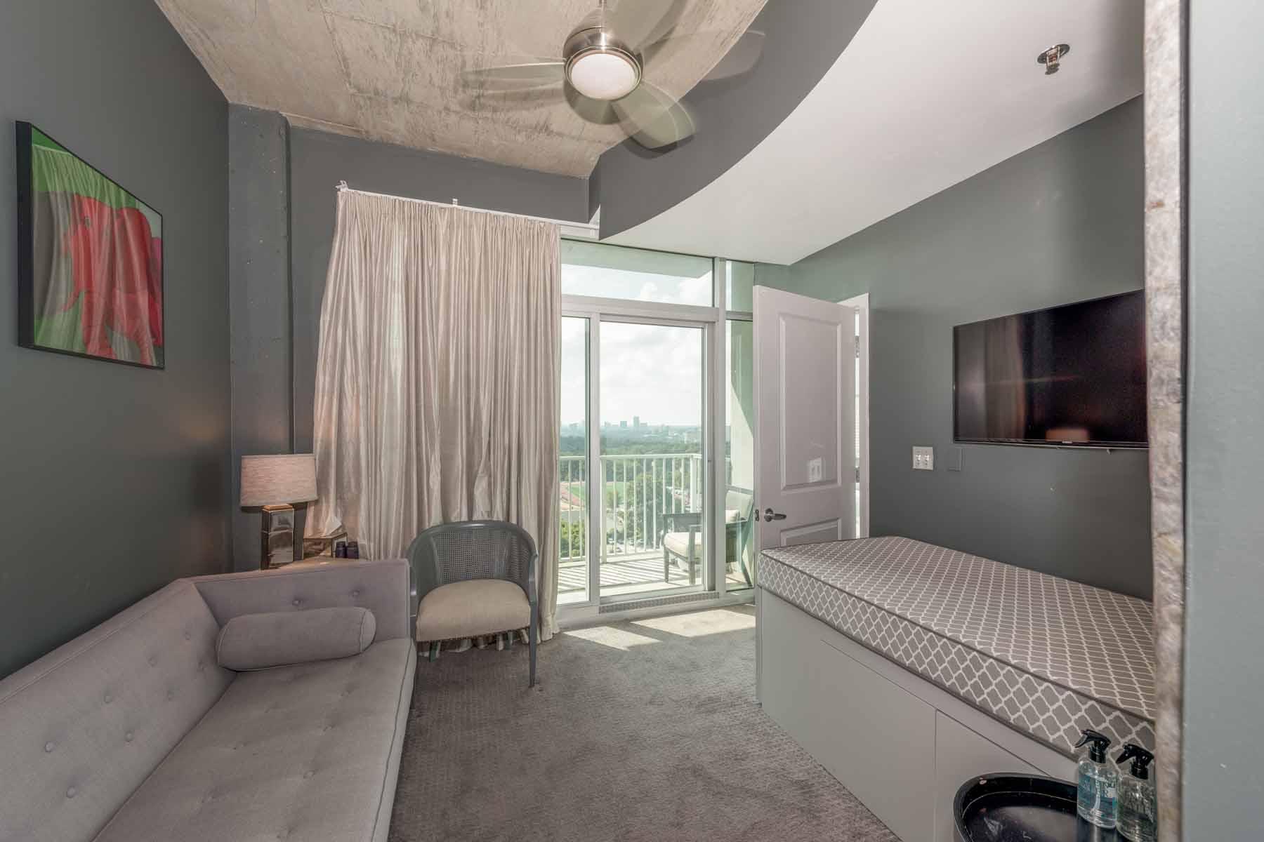共管式独立产权公寓 为 销售 在 High-Rise Living at its Finest 250 Pharr Road No. 1317 亚特兰大, 乔治亚州, 30305 美国
