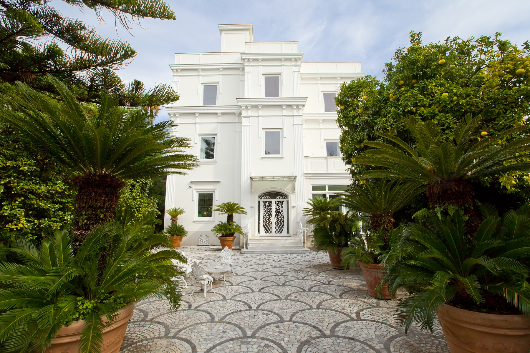Additional photo for property listing at Historical Villa in Sant'Agnello Sorrento, Naples Italia
