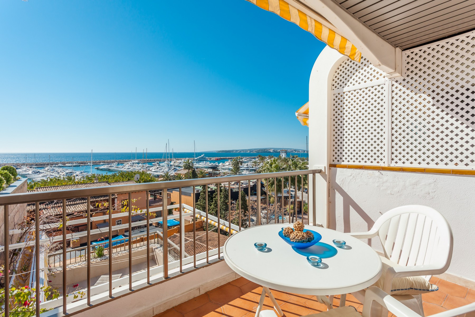 Apartamento por un Venta en Apartment overlooking Puerto Portals and the sea Portals Nous, Mallorca, 07181 España