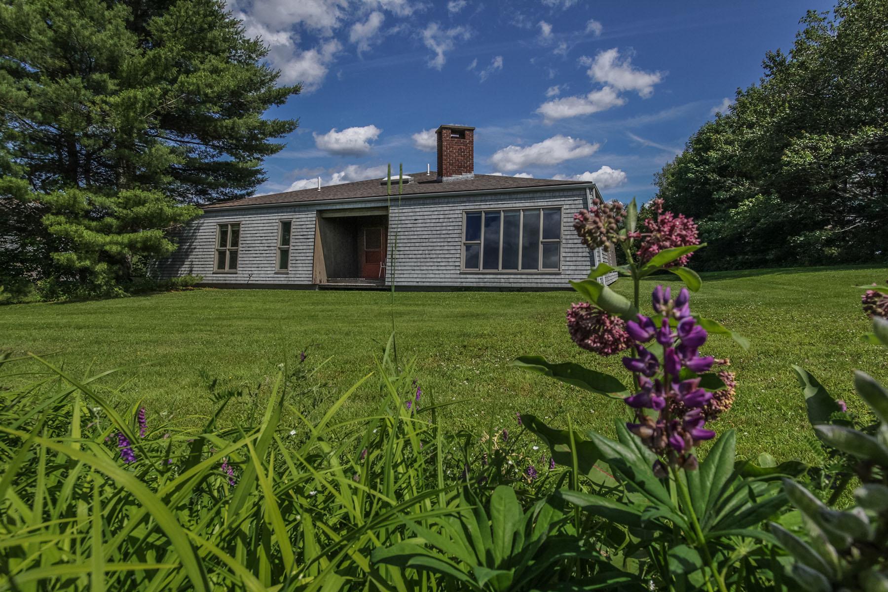 Maison unifamiliale pour l Vente à Pond Road 817 Pond Road Sidney, Maine 04330 États-Unis