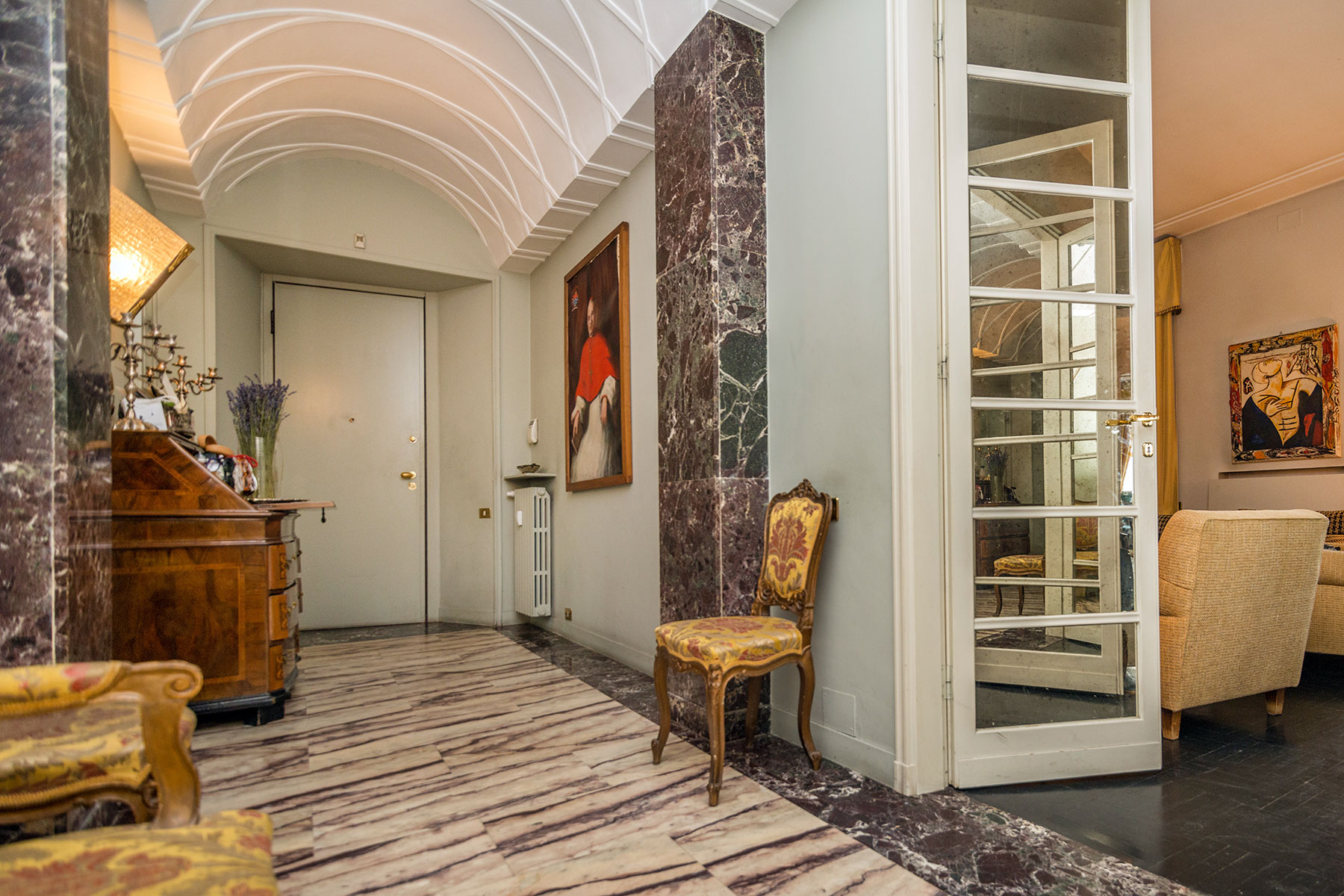 Additional photo for property listing at Elegant apartment in the historical center of Milan Piazza Sant'Erasmo Milano, Milan 20100 Italy