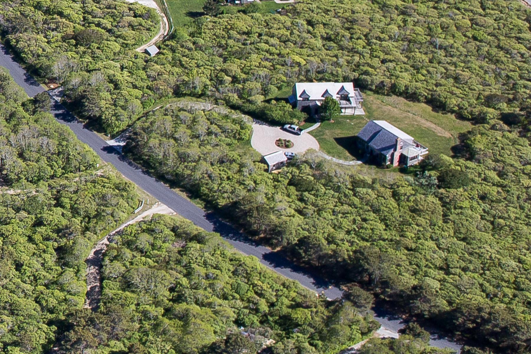 Частный односемейный дом для того Продажа на Privacy Abounds 13 Longwood Drive Nantucket, Массачусетс 02554 Соединенные Штаты