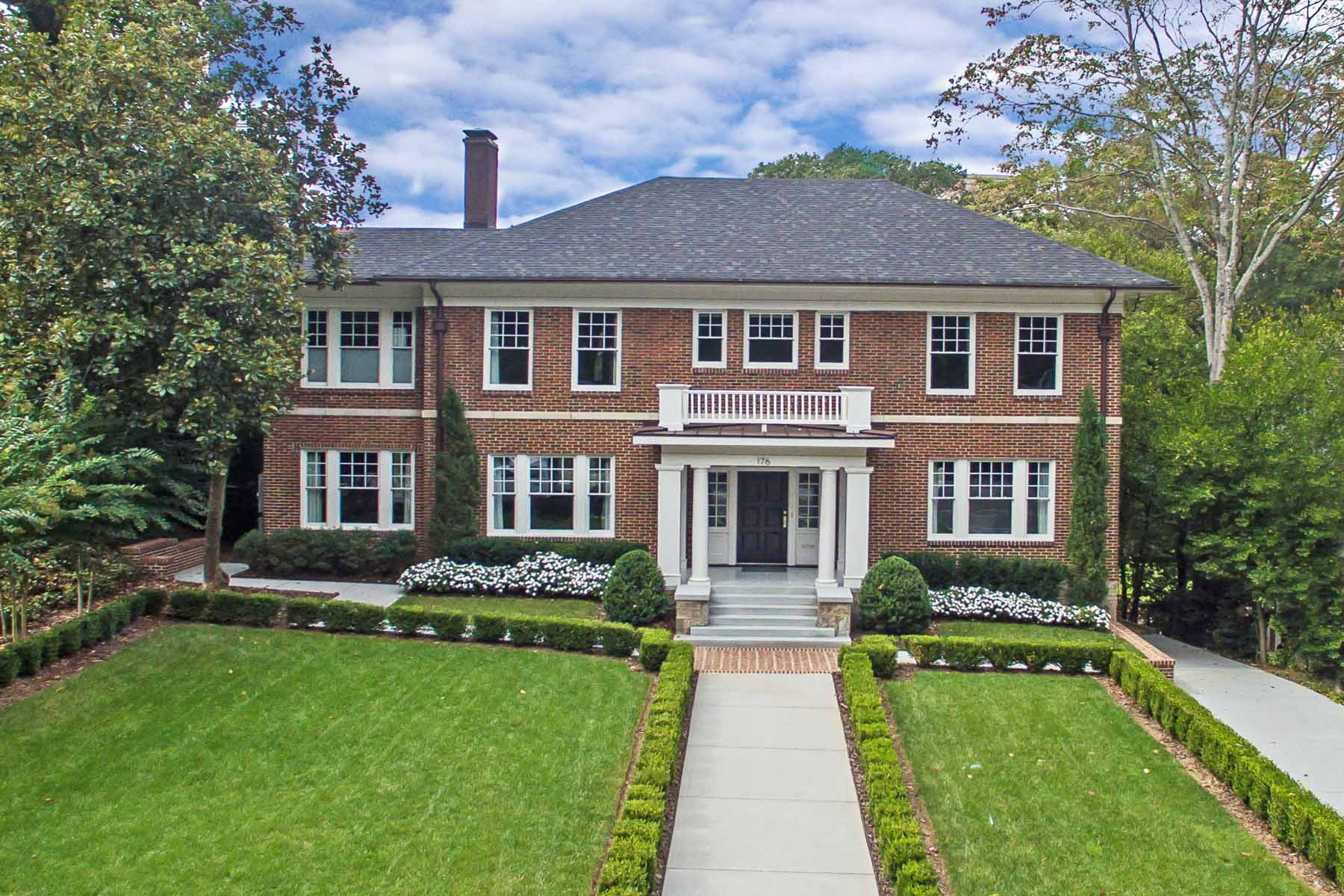Maison unifamiliale pour l Vente à Stylish total renovation of an Ansley Park Classic! 176 Peachtree Circle NE Ansley Park, Atlanta, Georgia 30309 États-Unis