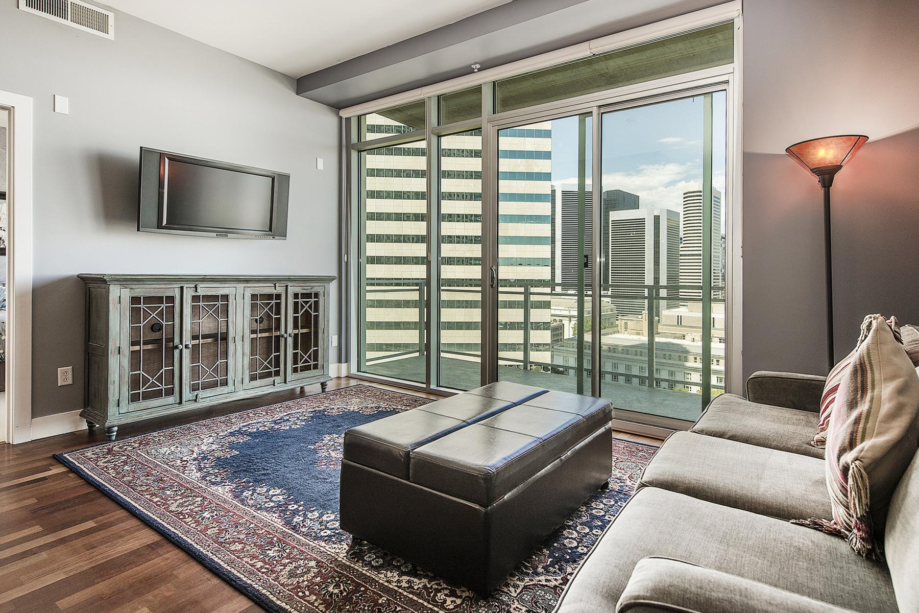 共管式独立产权公寓 为 销售 在 2001 Lincoln Street #1220 Downtown, Washington, 哥伦比亚特区 20202 美国