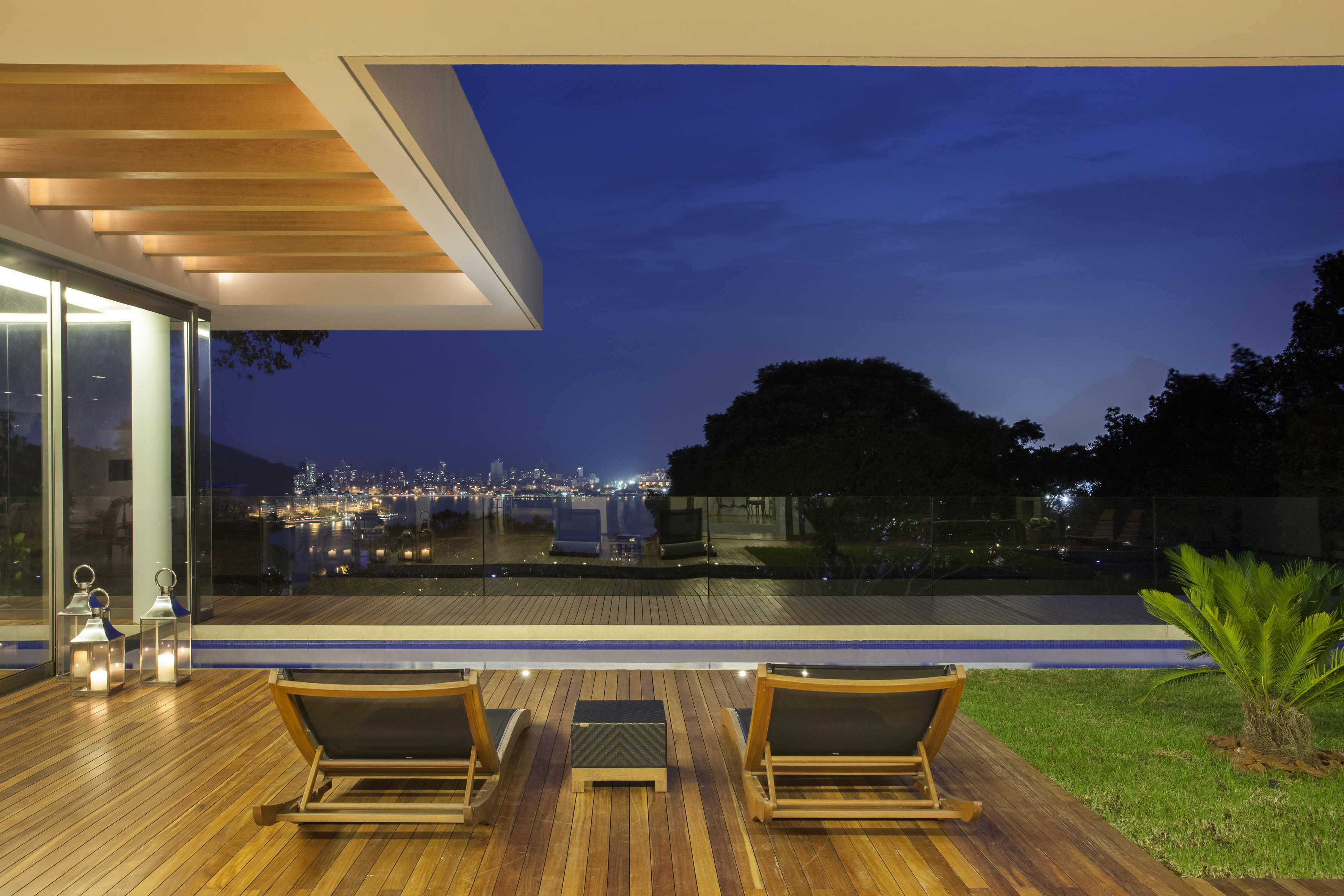 Частный односемейный дом для того Продажа на A Hidden Jewell Rua Caio de Melo Franco Rio De Janeiro, Рио-Де-Жанейро, 22461190 Бразилия