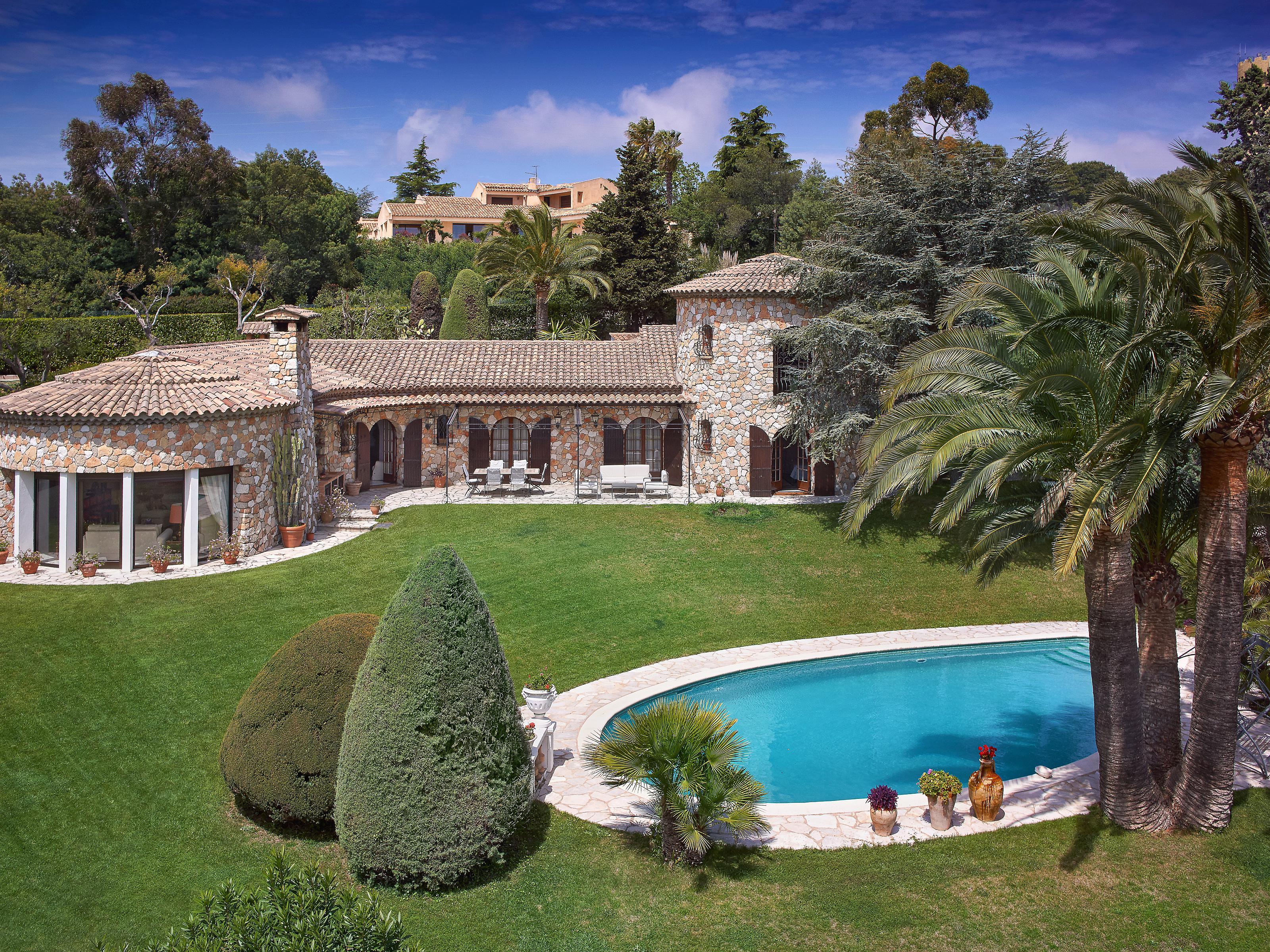 Villa per Vendita alle ore Authentic stone house for sale in Cannes Cannes, Provenza-Alpi-Costa Azzurra 06400 Francia