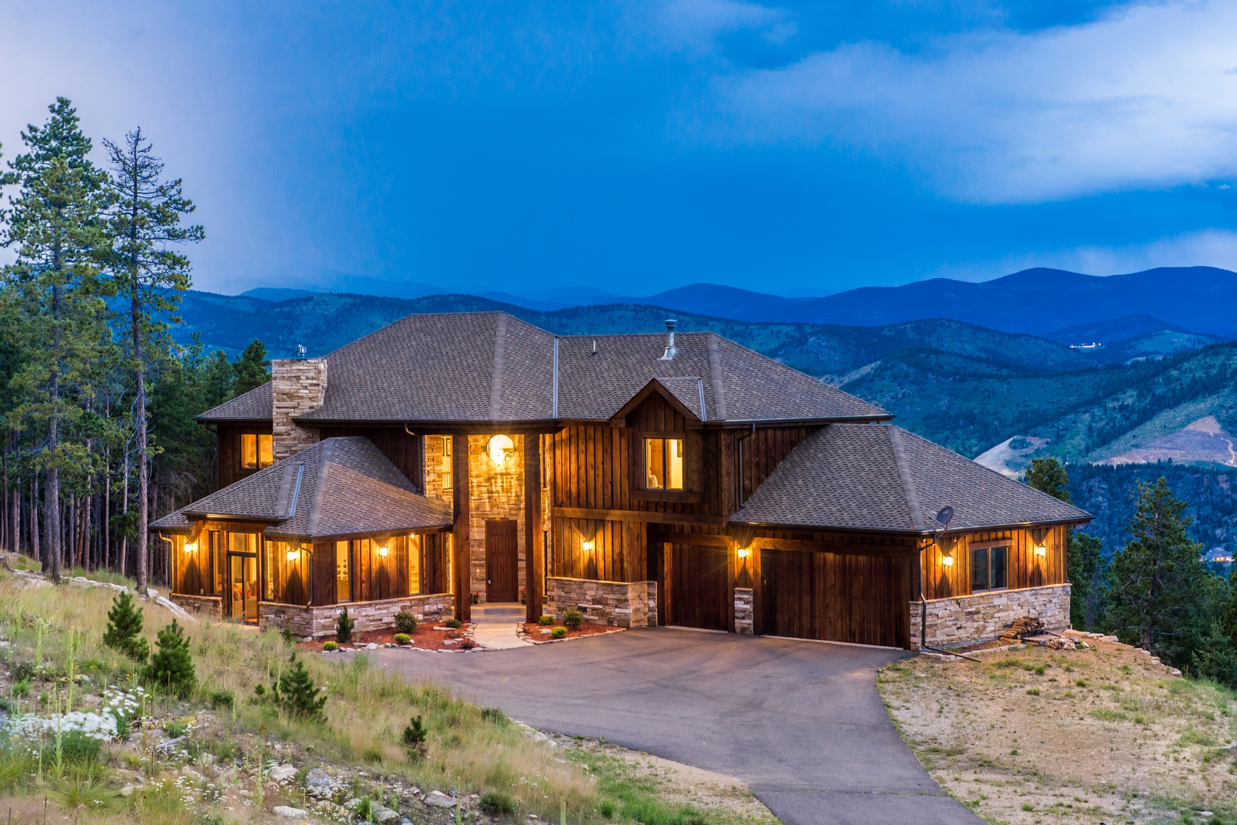 Moradia para Venda às North Evergreen Mountain Retreat 55 Steeldust Lane Evergreen, Colorado, 80439 Estados Unidos