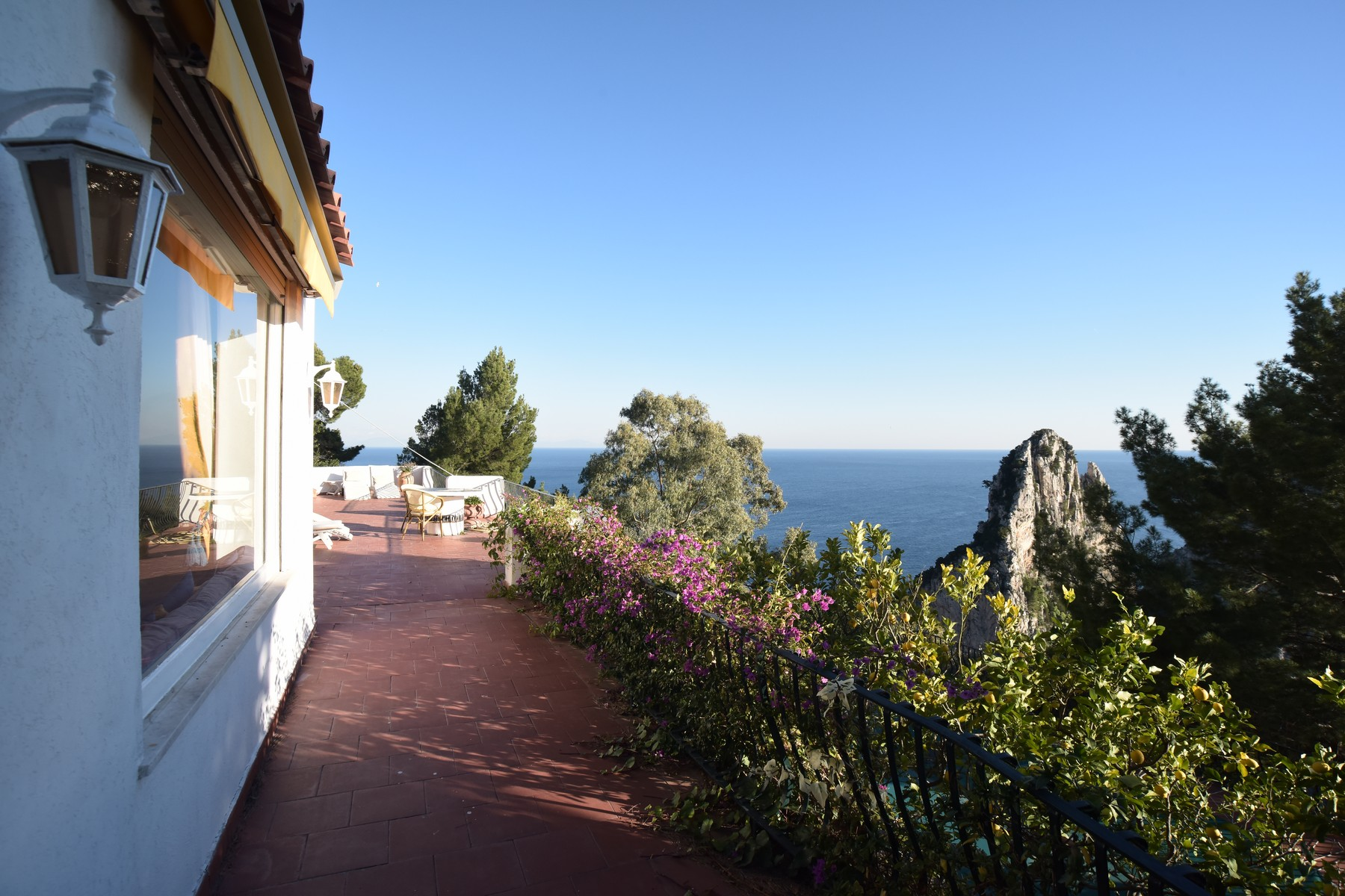 Additional photo for property listing at Beautiful villa in Capri overlooking the Faraglioni Capri, Naples Italia