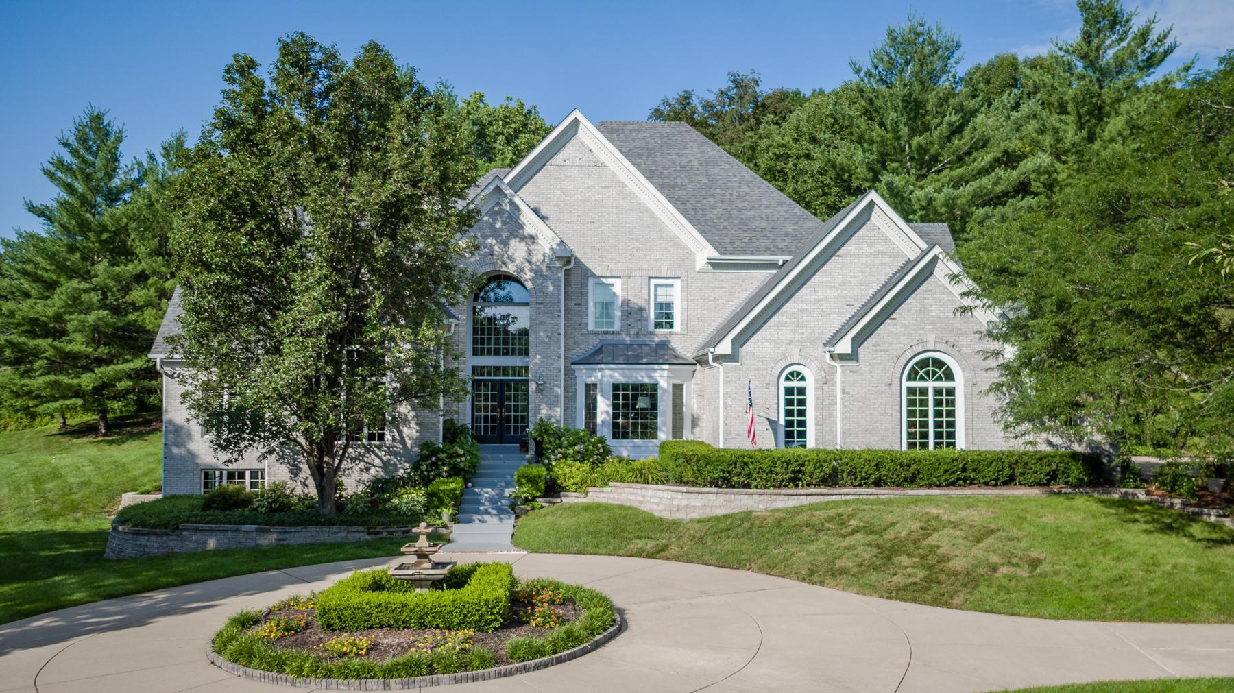 独户住宅 为 销售 在 Deer Pointe Estates 19300 Deer Pointe Estates Drive Wildwood, 密苏里州, 63038 美国