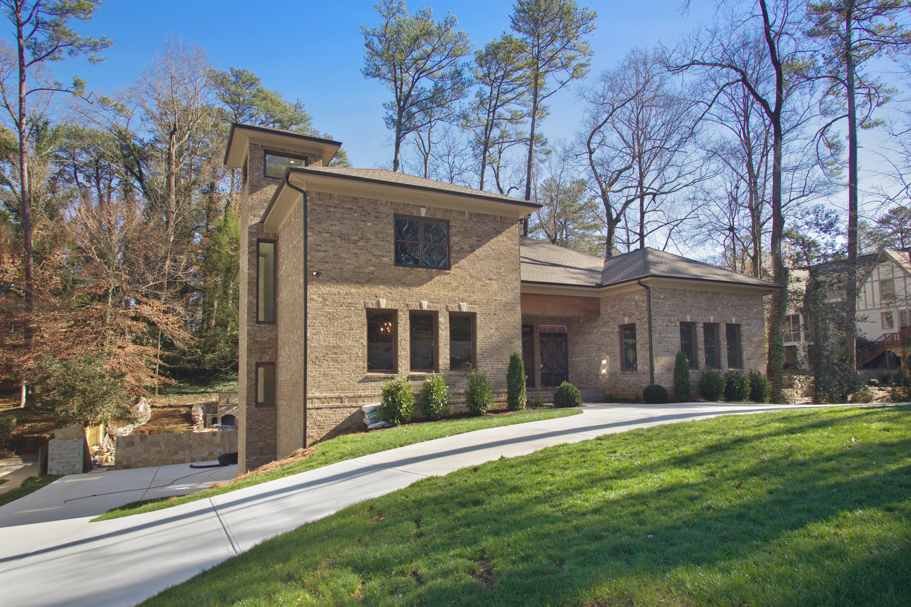 Moradia para Venda às Sprawling New Home In Morningside With Resort-style Backyard 1801 Wellbourne Drive NE Morningside, Atlanta, Geórgia 30324 Estados Unidos