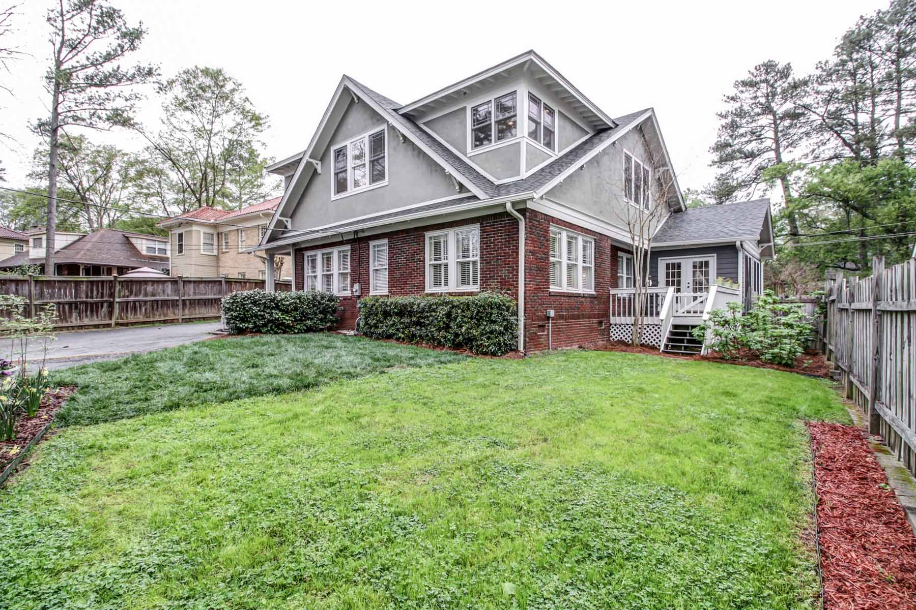 獨棟家庭住宅 為 出售 在 This expanded and renovated 1923 Craftsman will exceed all your expectations! 1281 Oxford Road NE Druid Hills, Atlanta, 喬治亞州, 30306 美國