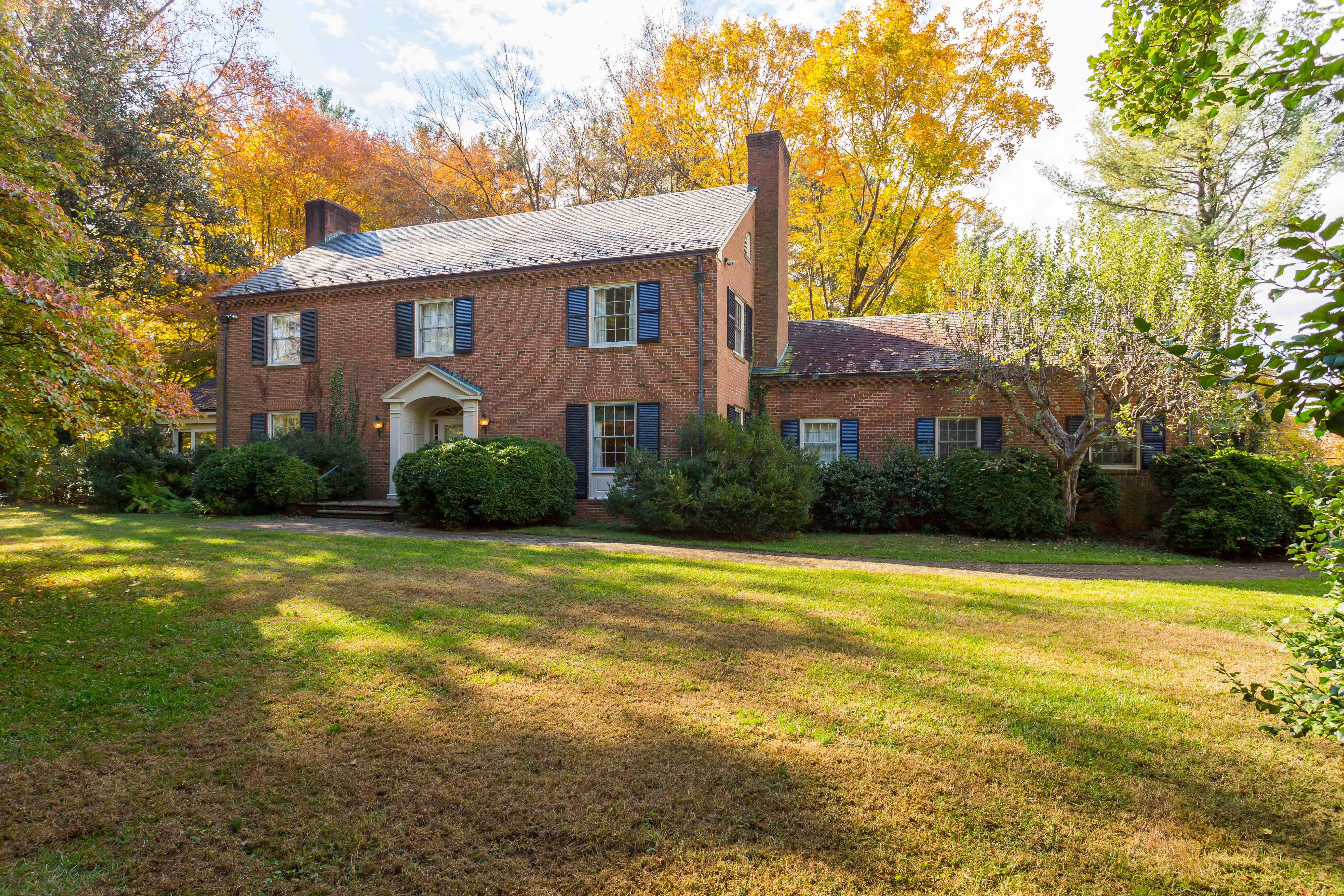 Single Family Home for Sale at 26 Old Farm Rd 26 Old Farm Road Charlottesville, Virginia, 22903 United States