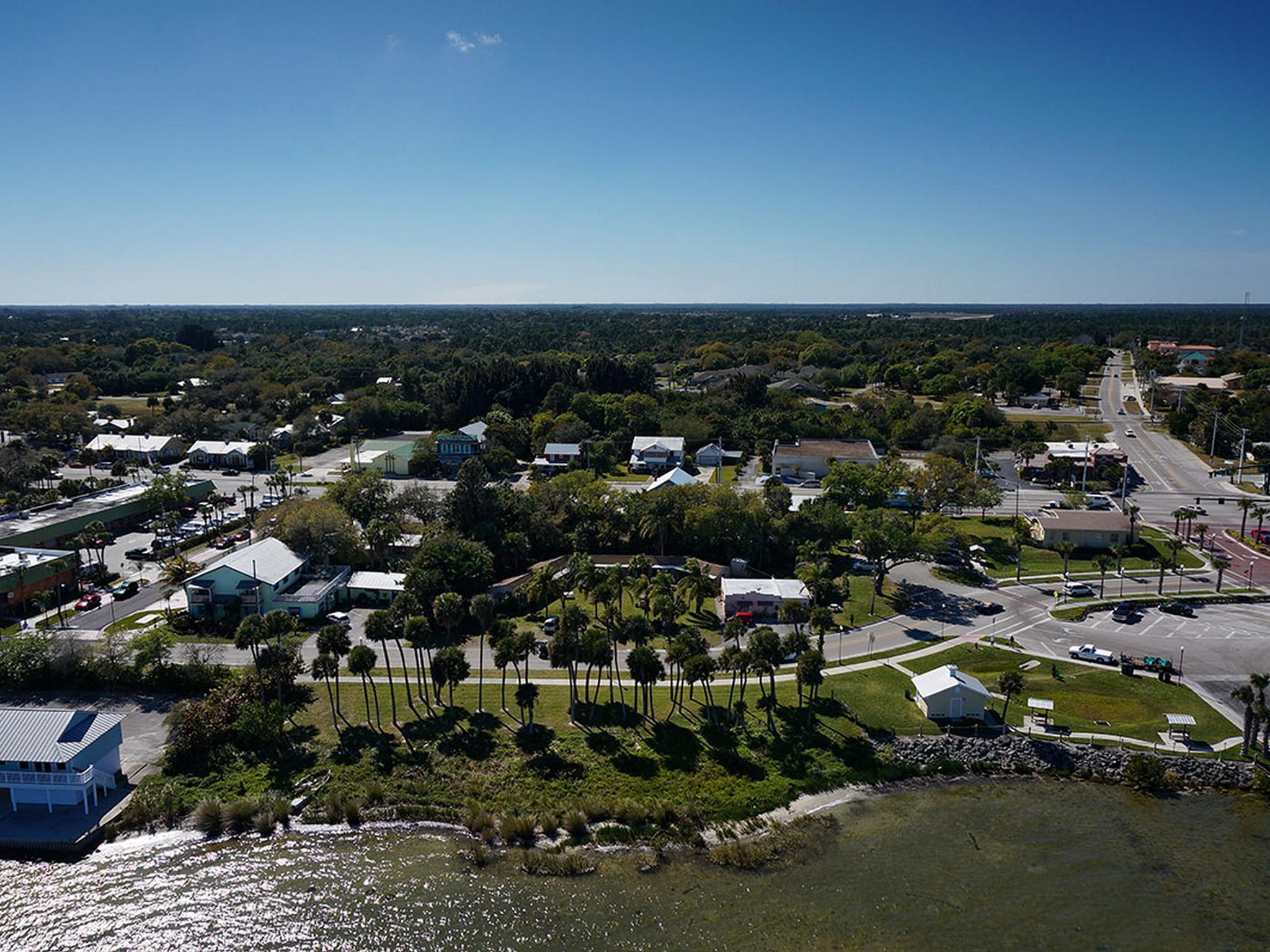 Arazi için Satış at Riverfront Property 1215 Indian River Drive Sebastian, Florida 32958 Amerika Birleşik Devletleri