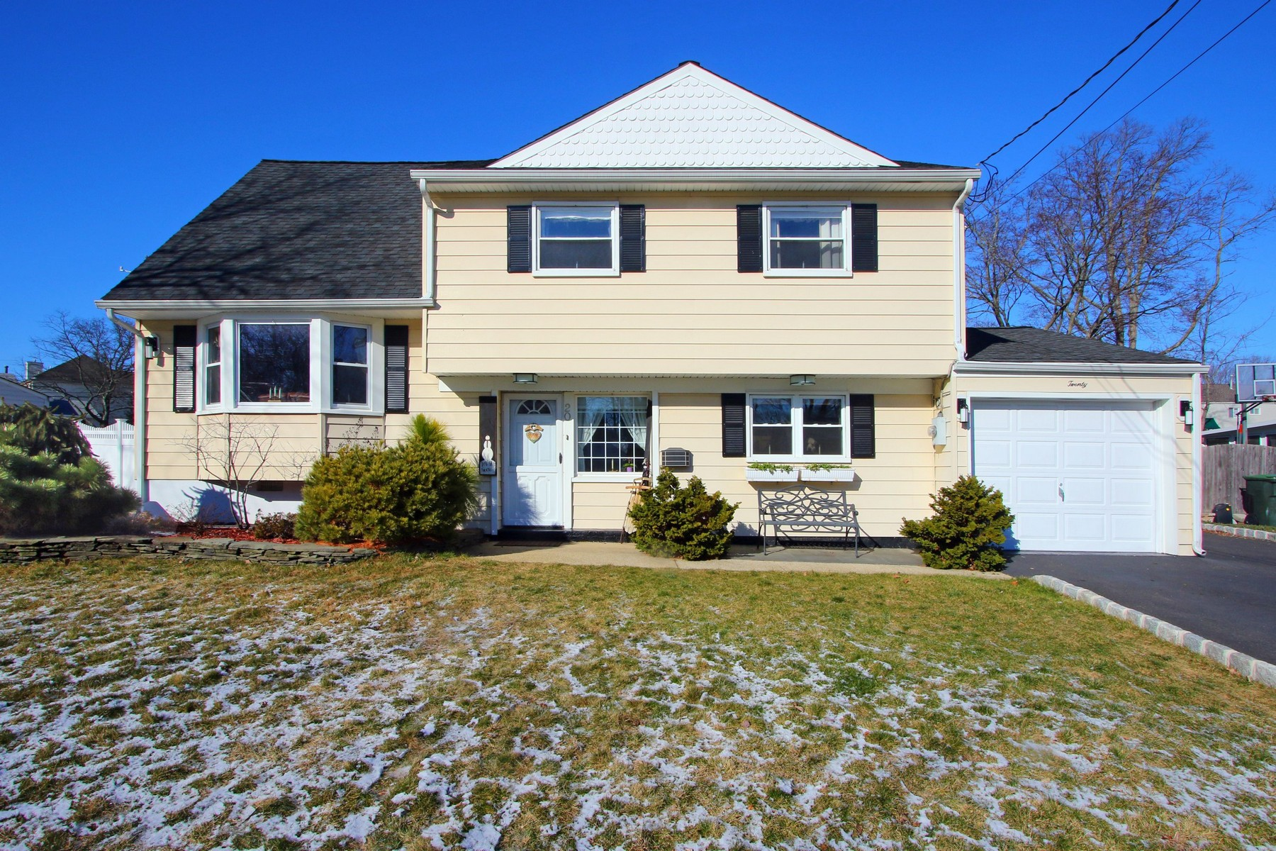 Property For Sale at Wonderful Split in a great area of Hazlet