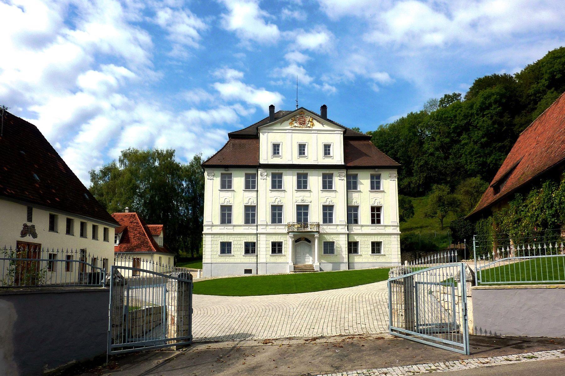 Các loại nhà khác vì Bán tại Historic Castle Estate with generous building land! Other Baden Wurttemberg, Baden Wurttemberg 89584 Đức