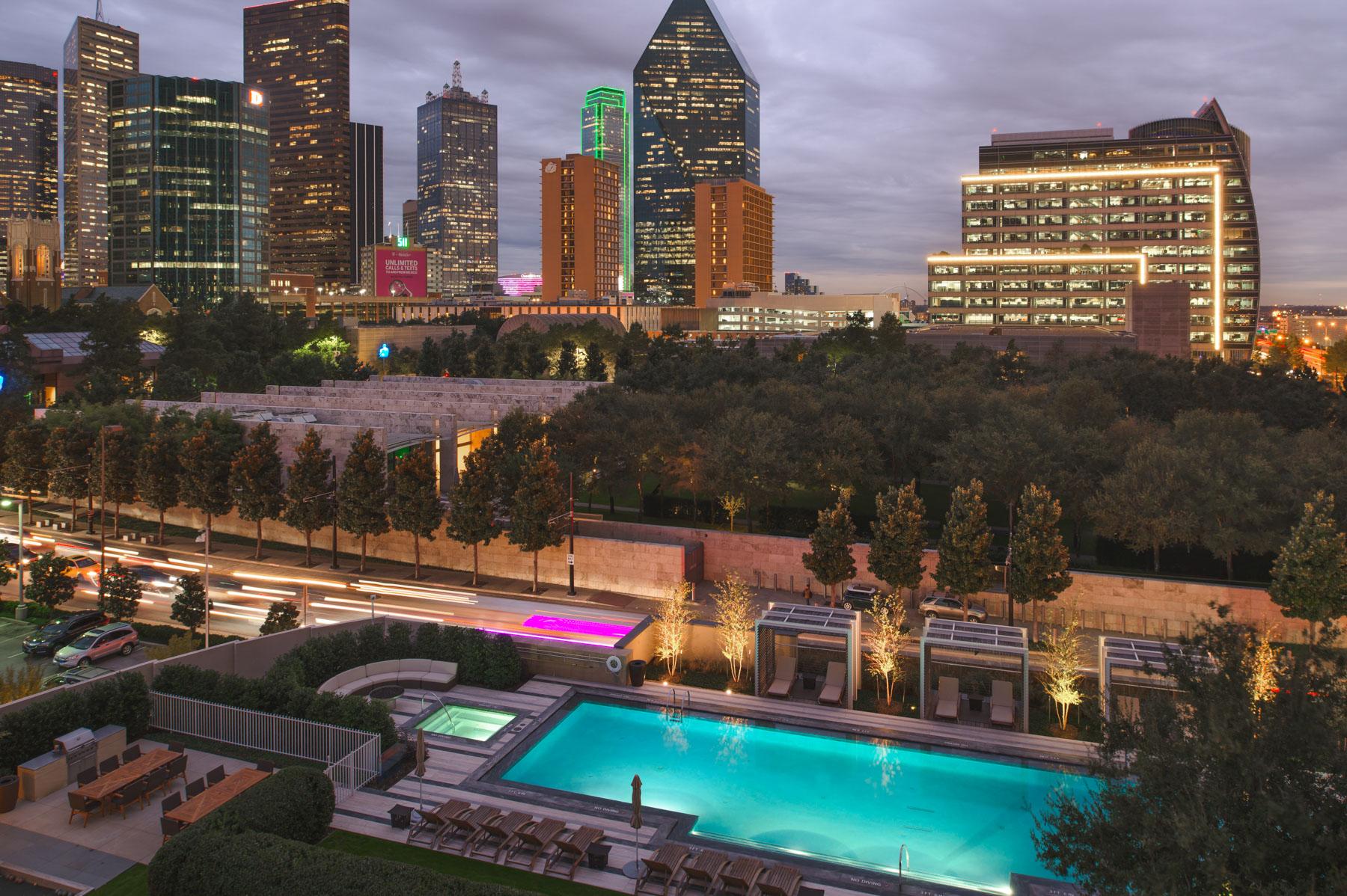 Nhà chung cư vì Bán tại Museum Tower Condominium 1918 N Olive St 403 Dallas, Texas, 75201 Hoa Kỳ