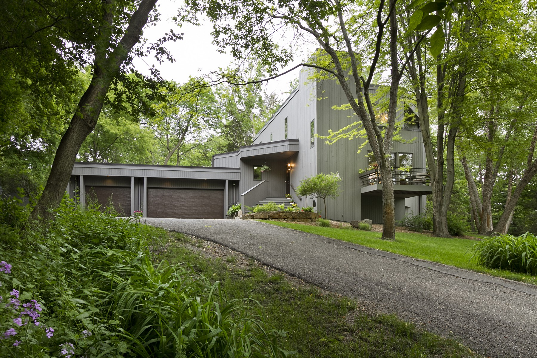 Property For Sale at 2800 Farview Lane