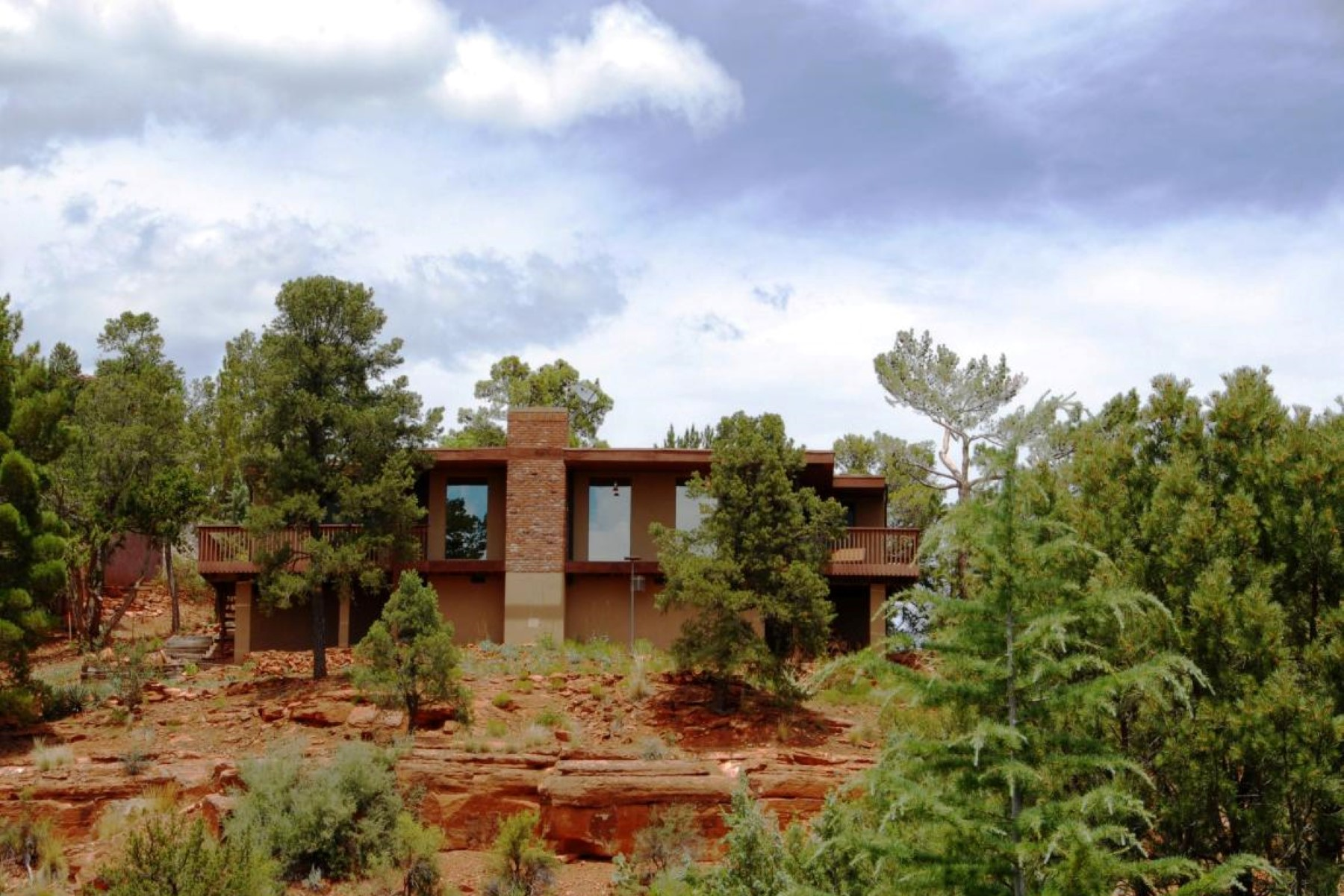 Single Family Home for Sale at Diamond in the Rough with panoramic views. 185 Ridge Rd Sedona, Arizona 86336 United States