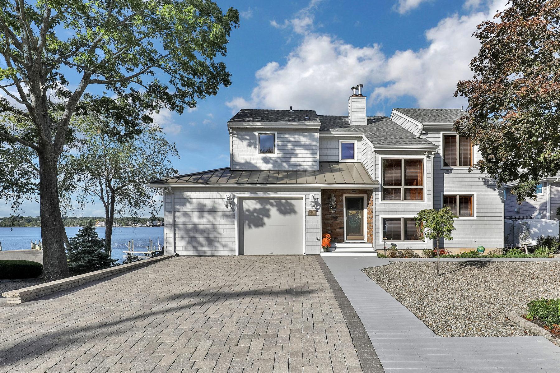 Maison unifamiliale pour l Vente à One Of A Kind Riverfront Home 200 Prospect Avenue Pine Beach, New Jersey 08741 États-Unis