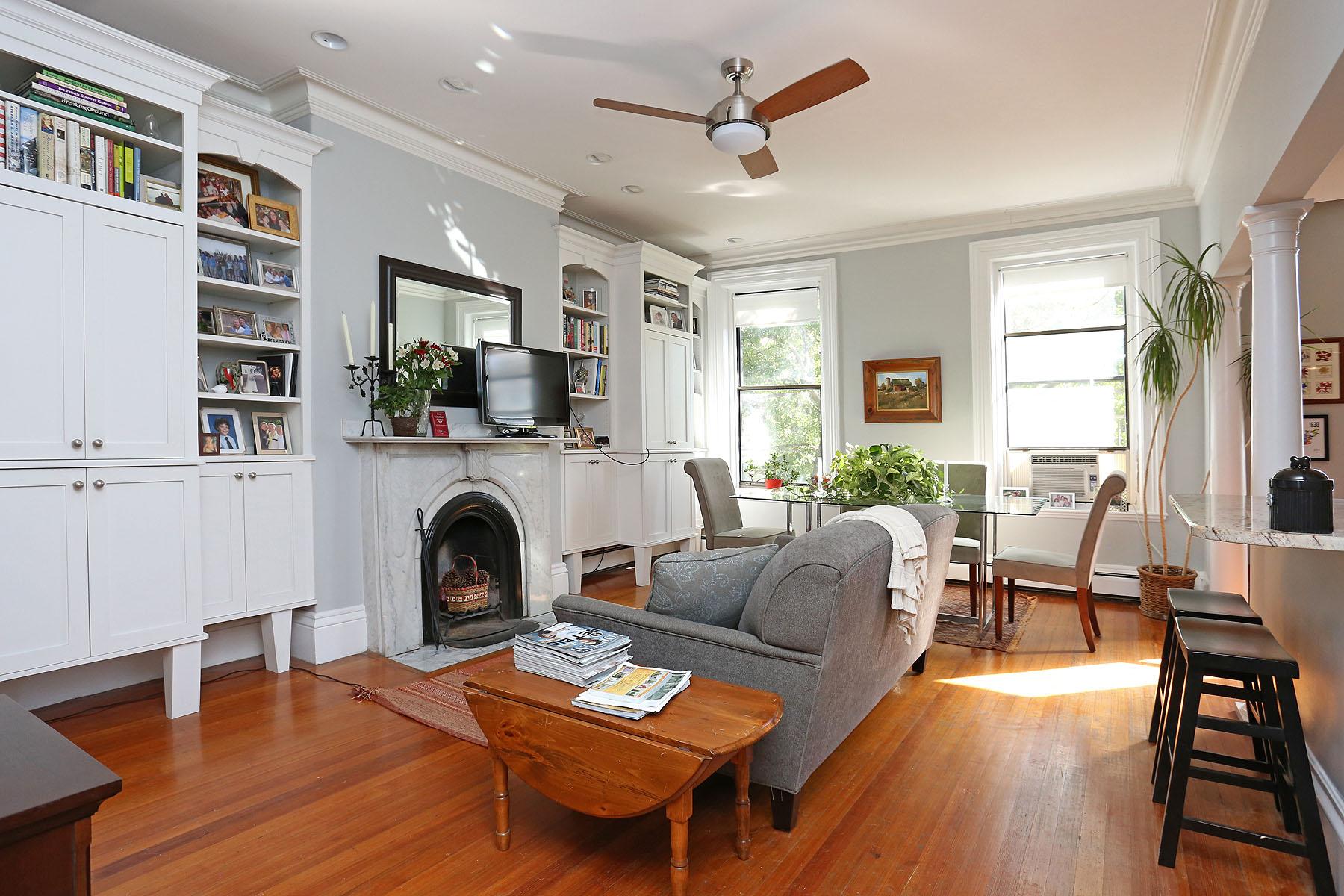 Condomínio para Venda às Beautiful Beacon Street Brownstone 445 Beacon Street Unit 3 Back Bay, Boston, Massachusetts 02115 Estados Unidos