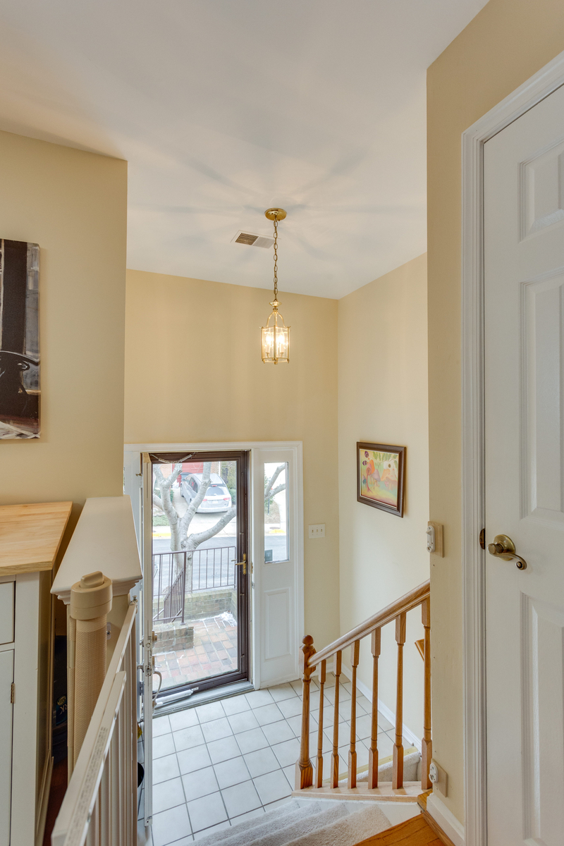 Additional photo for property listing at Runnymeade 6047 Knights Ridge Way Alexandria, Виргиния 22310 Соединенные Штаты