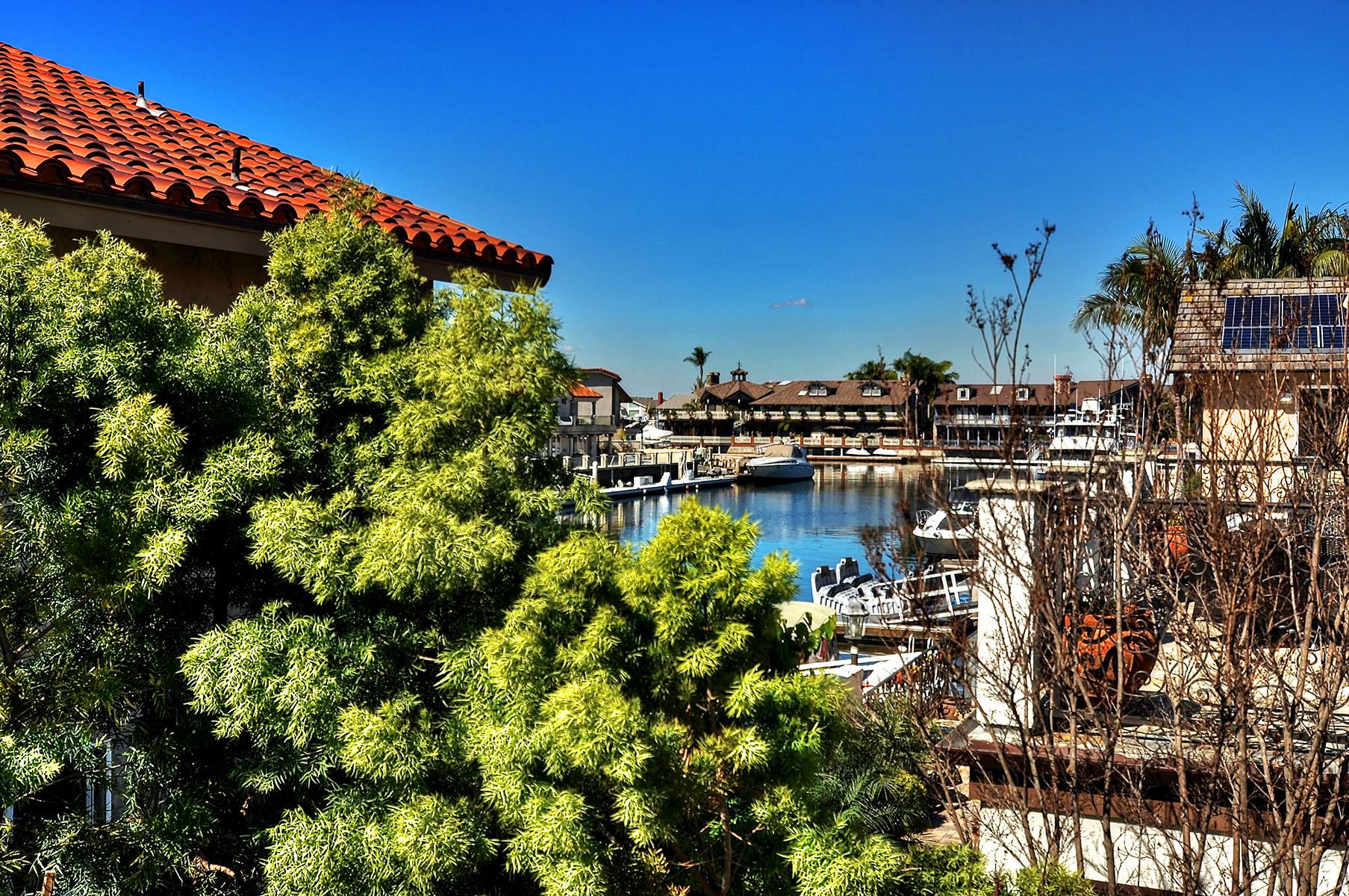 Casa Unifamiliar por un Venta en 16461 Ladona Cr Huntington Beach, California 92649 Estados Unidos
