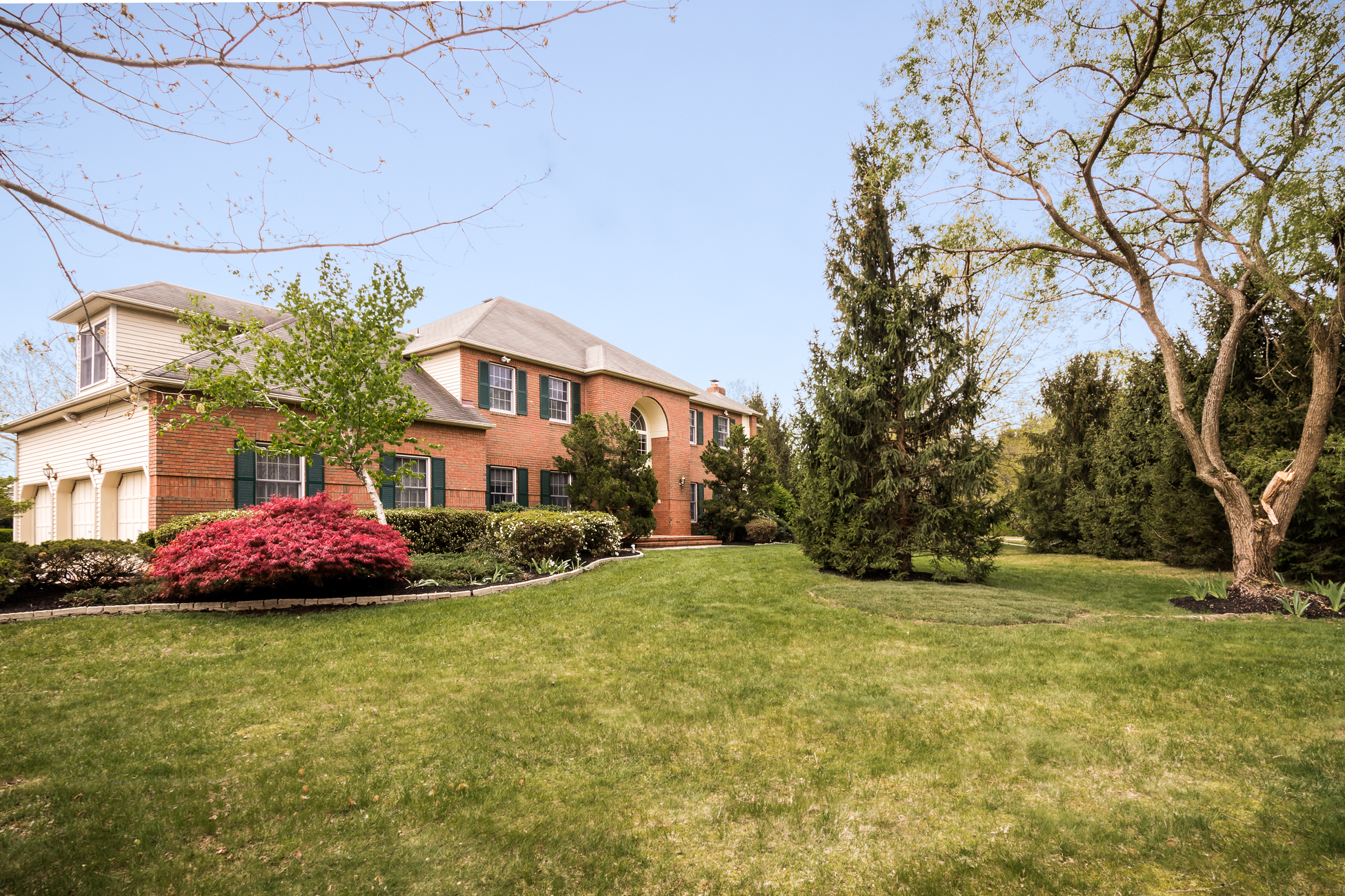 Single Family Home for Sale at Sophisticated Princeton Oaks Home on Corner Lot 2 Cliffview Court West Windsor, 08850 United States