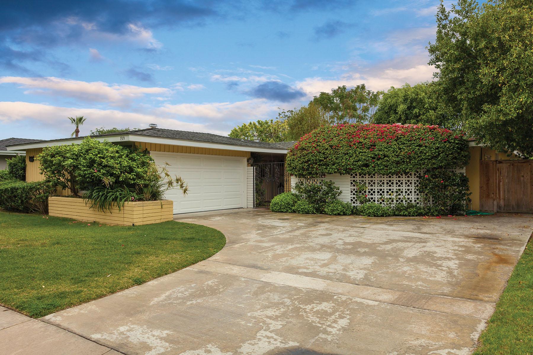 Single Family Home for Sale at 1319 Bonnie Doone Corona Del Mar, California, 92625 United States