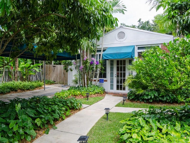 Vivienda unifamiliar por un Venta en 4067 PARK AV 4067 Park Ave Coconut Grove, Florida 33133 Estados Unidos