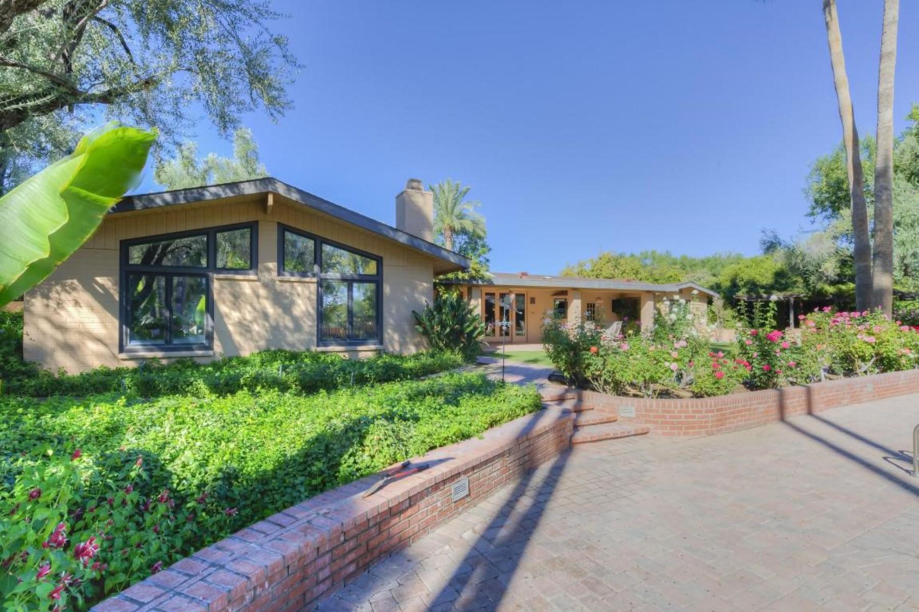 Casa Unifamiliar por un Venta en Enchanting Property on Nearly 2 Acres in Paradise Valley 5505 N Casa Blanca Drive Paradise Valley, Arizona 85253 Estados Unidos
