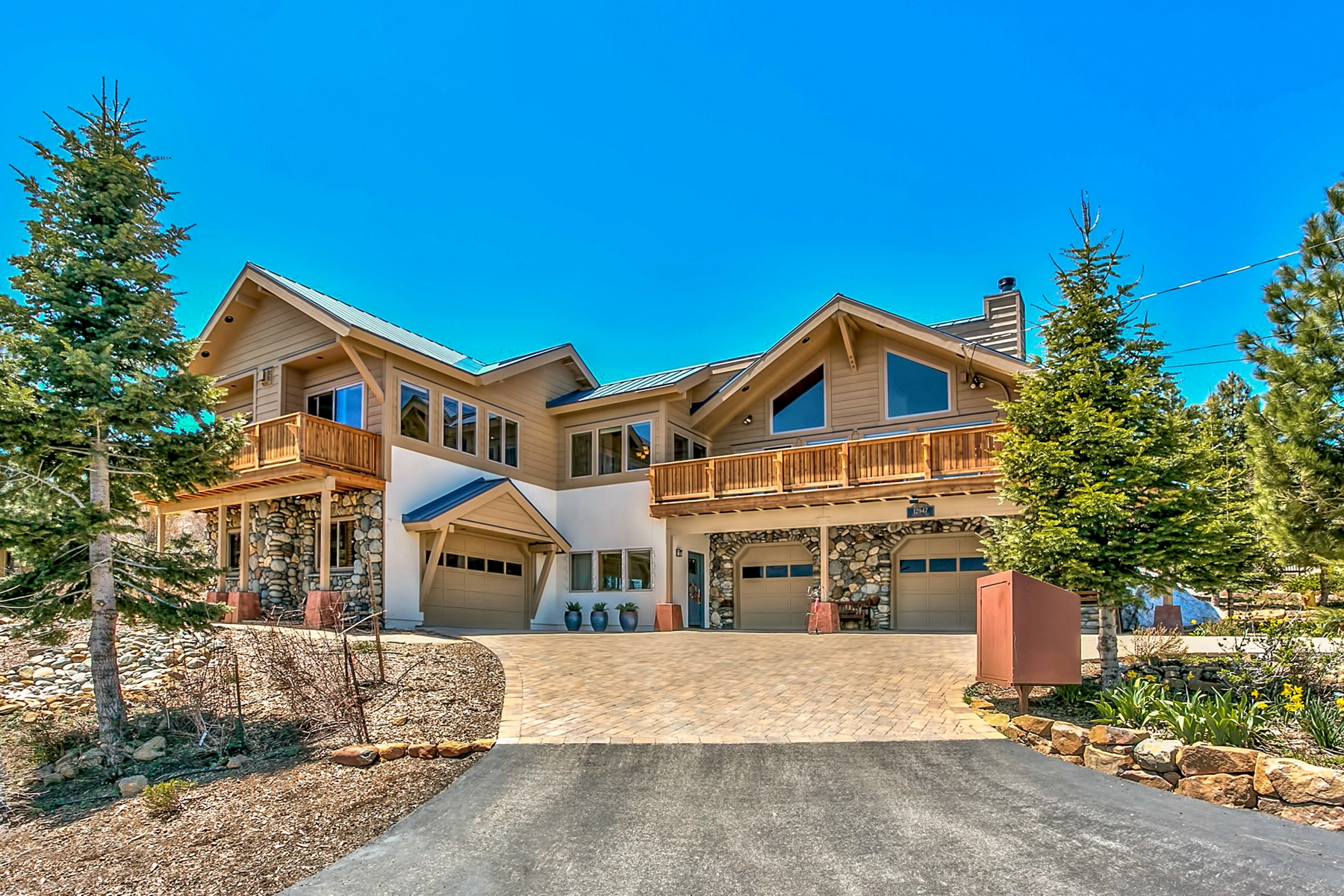Single Family Home for Active at 12947 Oberwald Way Truckee, California 96161 United States
