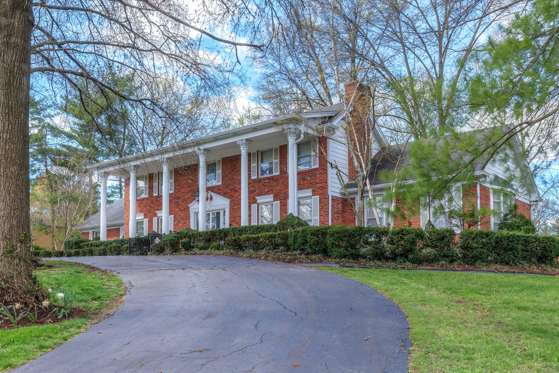 Casa para uma família para Venda às Bryn Wyck 245 Bryn Wyck Town And Country, Missouri, 63141 Estados Unidos