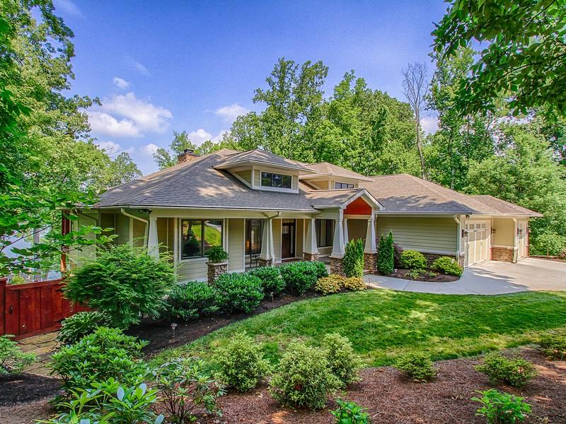 Casa para uma família para Venda às Lake Front in Louisville 4438 Forrest Ridge Drive Louisville, Tennessee 37777 Estados Unidos