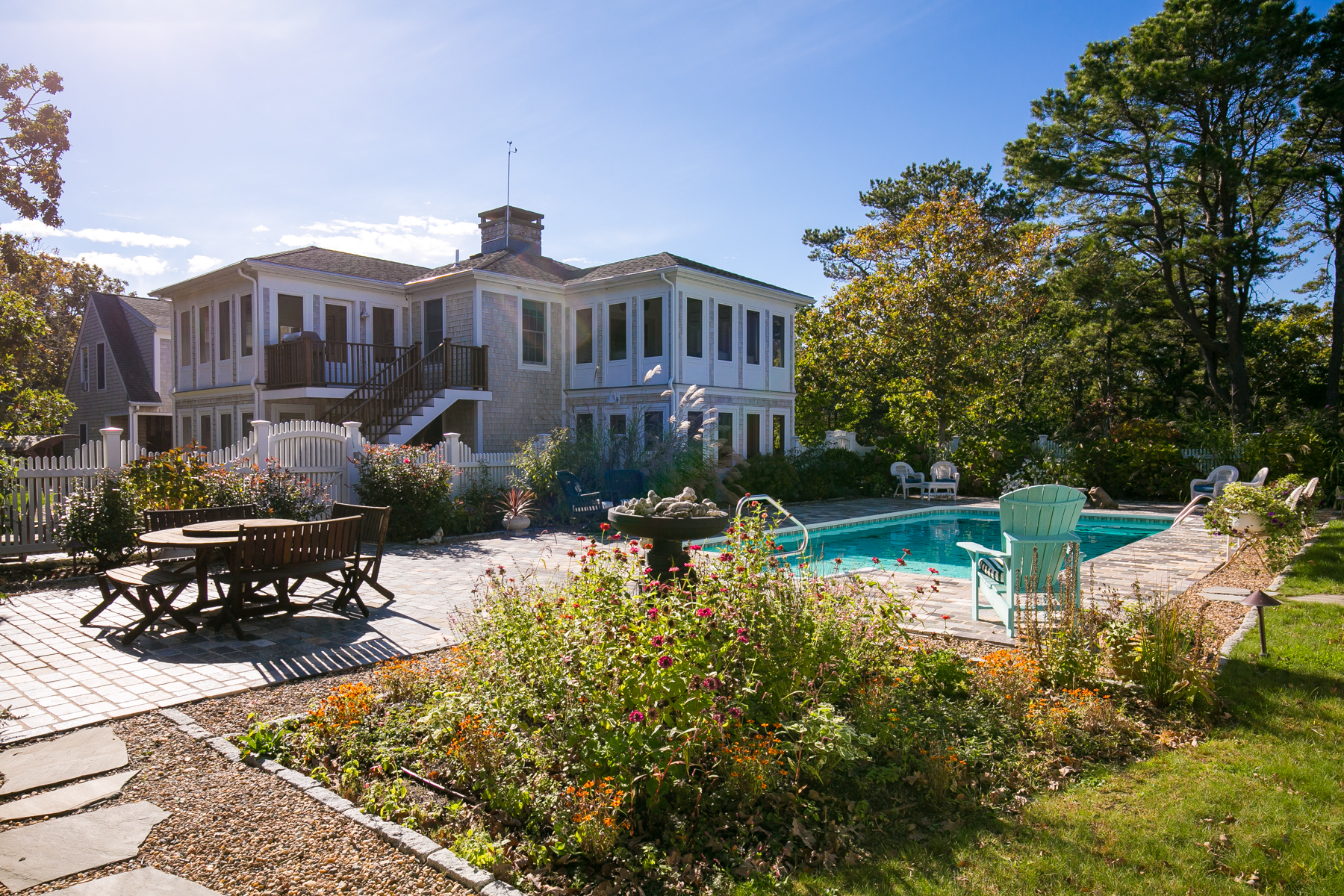 Maison unifamiliale pour l Vente à Custom Chappy Home with Pool 7 Chapel Ave Edgartown, Massachusetts 02539 États-Unis