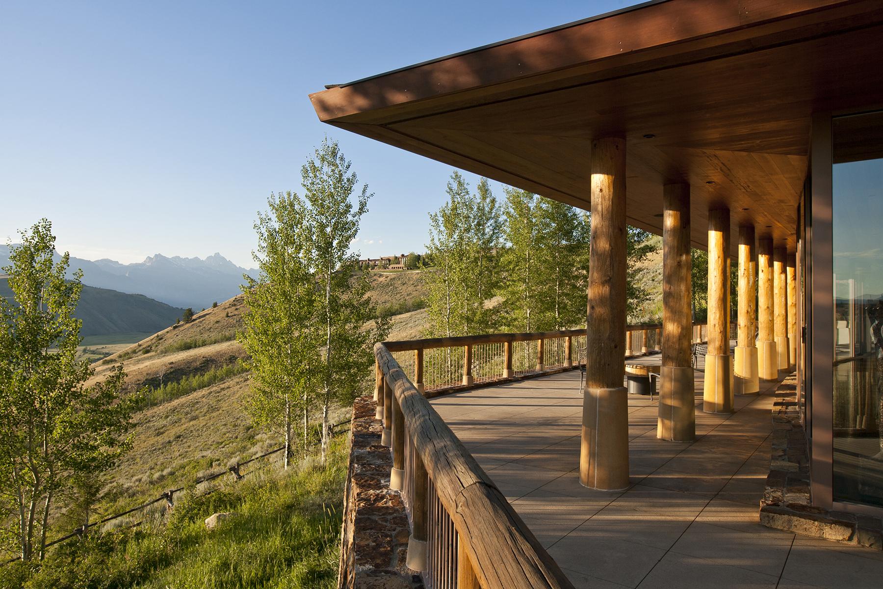 Casa para uma família para Venda às Peaceful Aman Villa 695 W Ne-Yate Road Jackson, Wyoming 83001 Estados Unidos