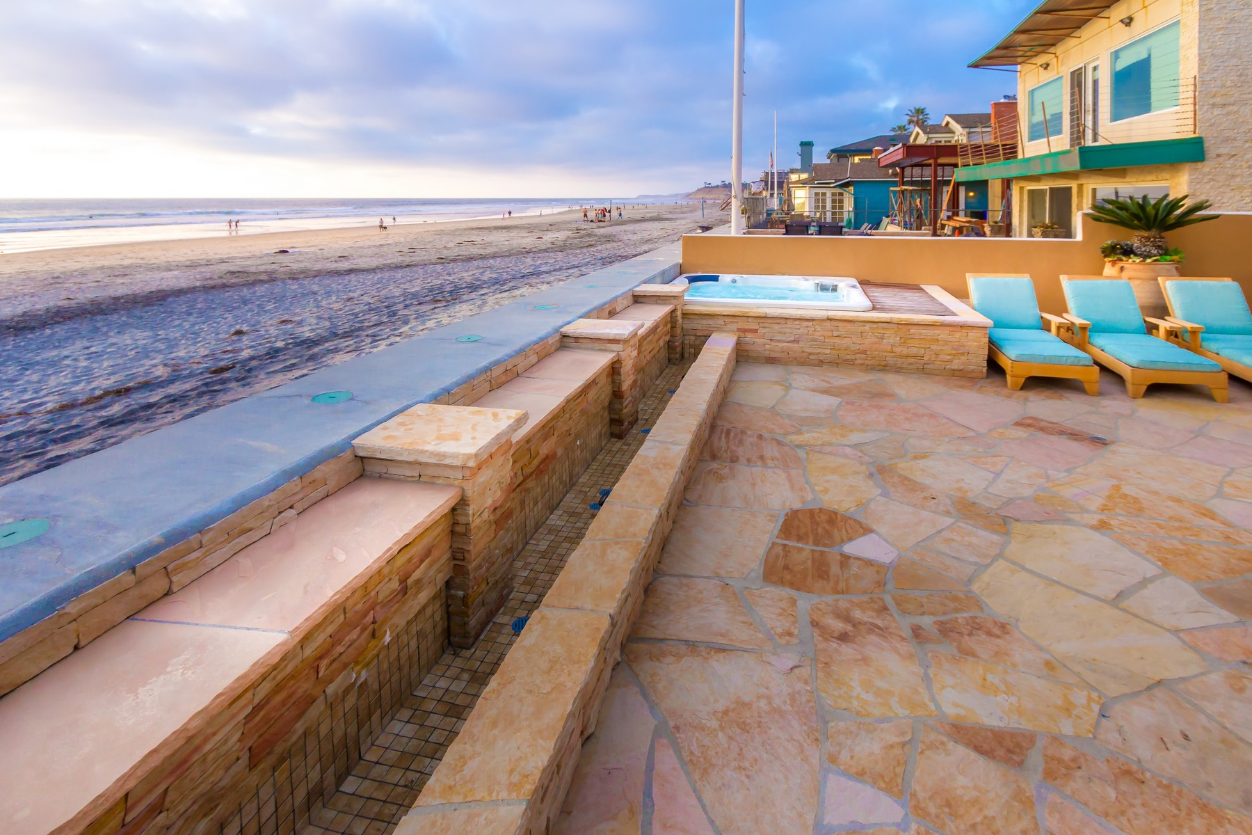Additional photo for property listing at 2016 Ocean Front Drive  Del Mar, California 92014 United States