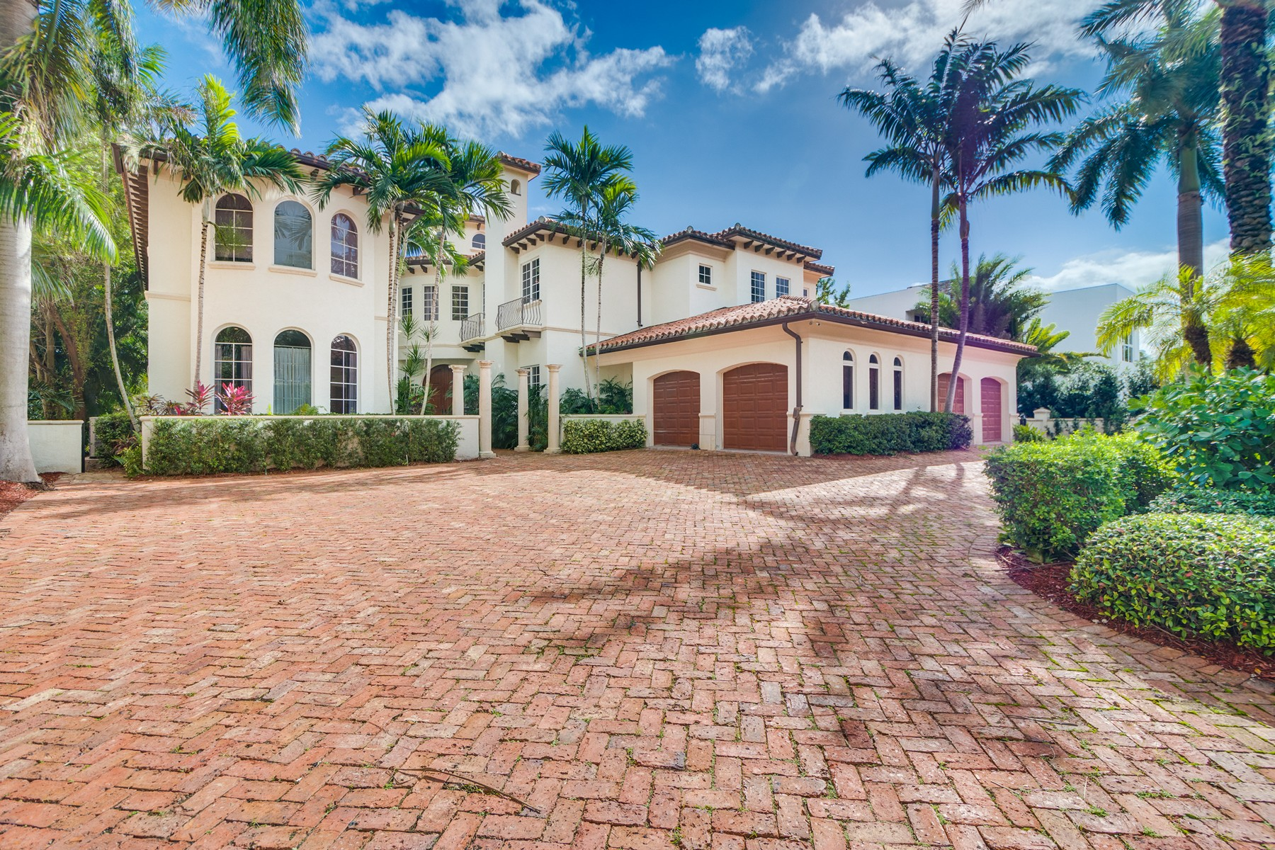 Single Family Home for Sale at 520 N Island Dr Golden Beach, Florida 33160 United States