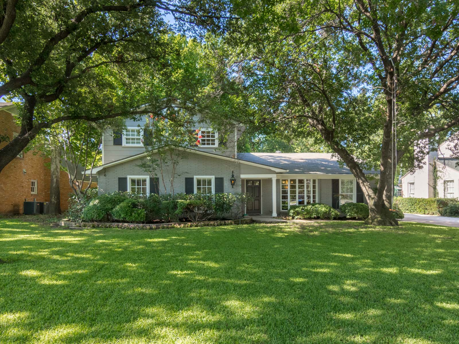 Single Family Home for Sale at Updated Greenway Parks 5550 W. University Boulevard Dallas, Texas 75209 United States