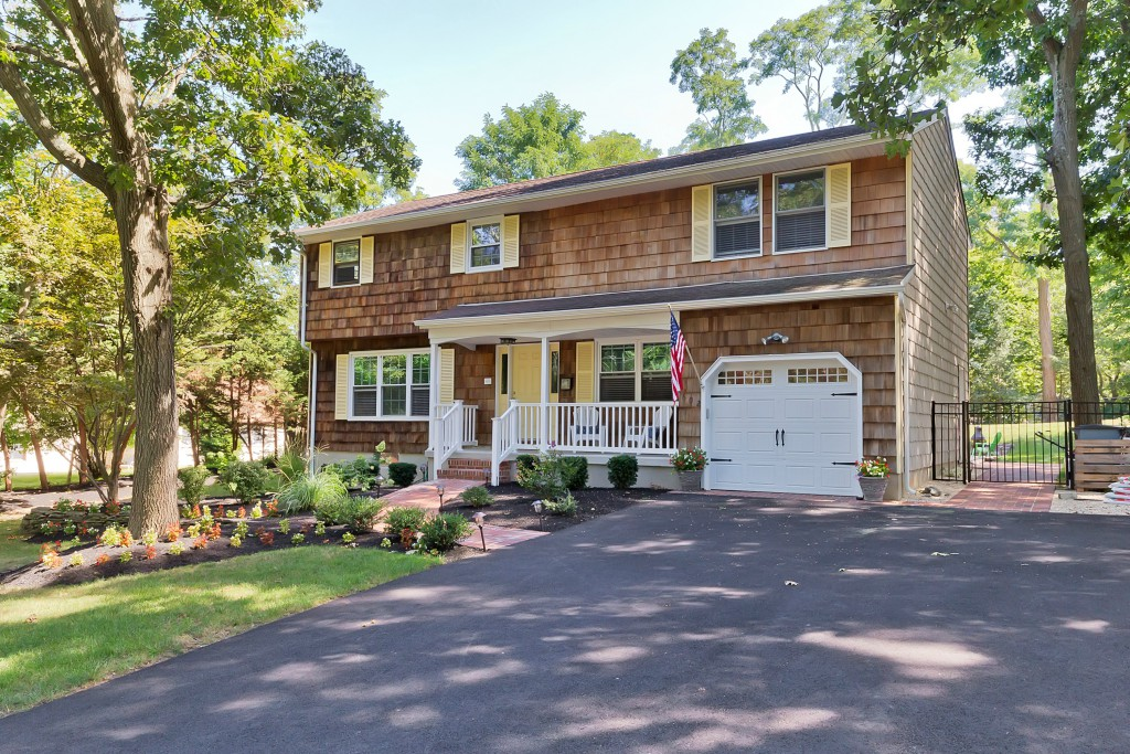 Single Family Home for Sale at Wonderful Home in Brielle! 602 Old Bridge Road Brielle, New Jersey 08730 United States