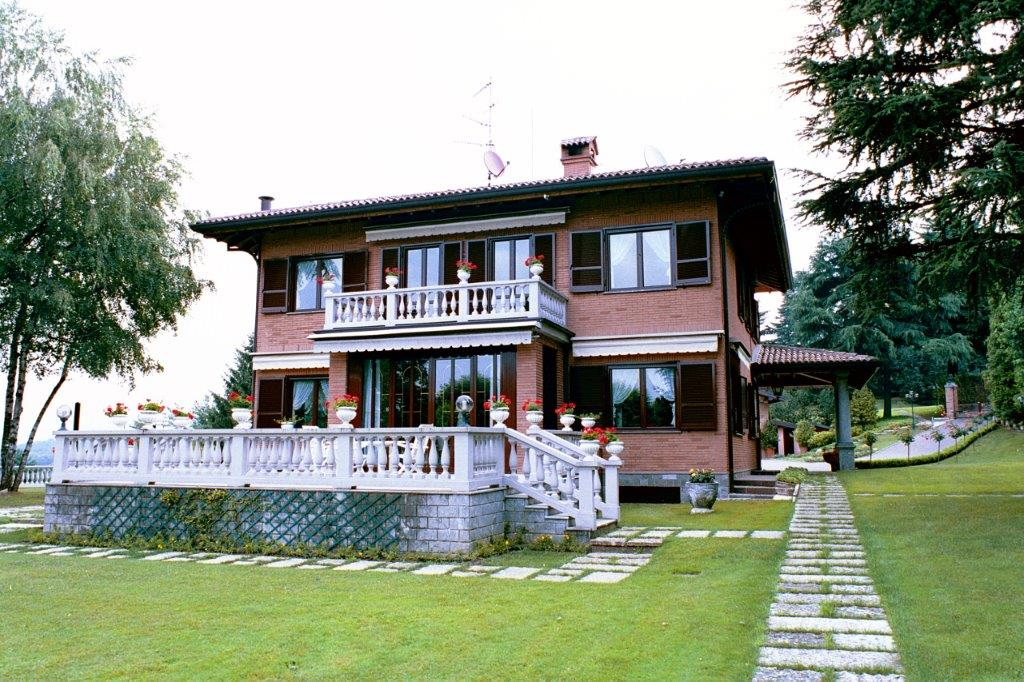 Additional photo for property listing at Beautiful villa with private park and swimming pool Other Lecco, Lecco Italy