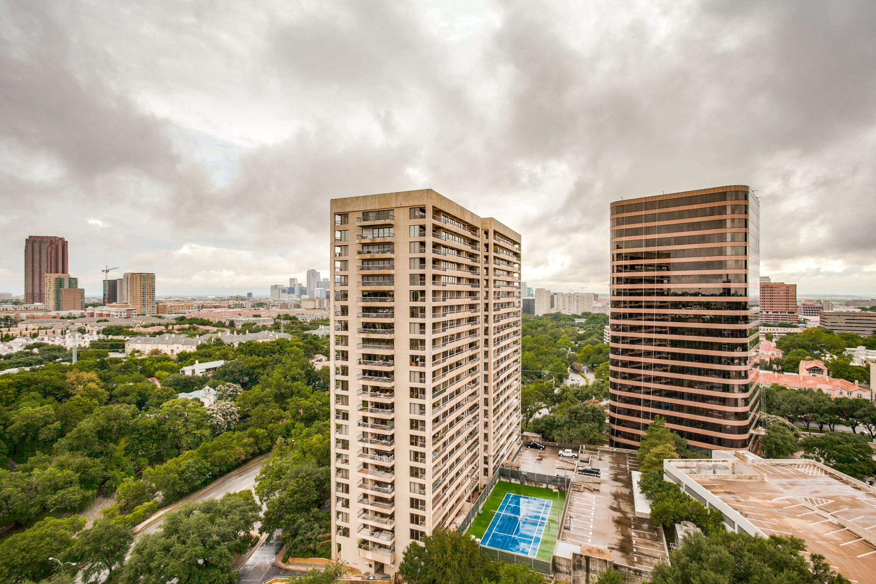 Copropriété pour l Vente à 21st Floor Turtle Creek Condo with Downtown Views 3883 Turtle Creek Boulevard #2109 Dallas, Texas, 75219 États-Unis