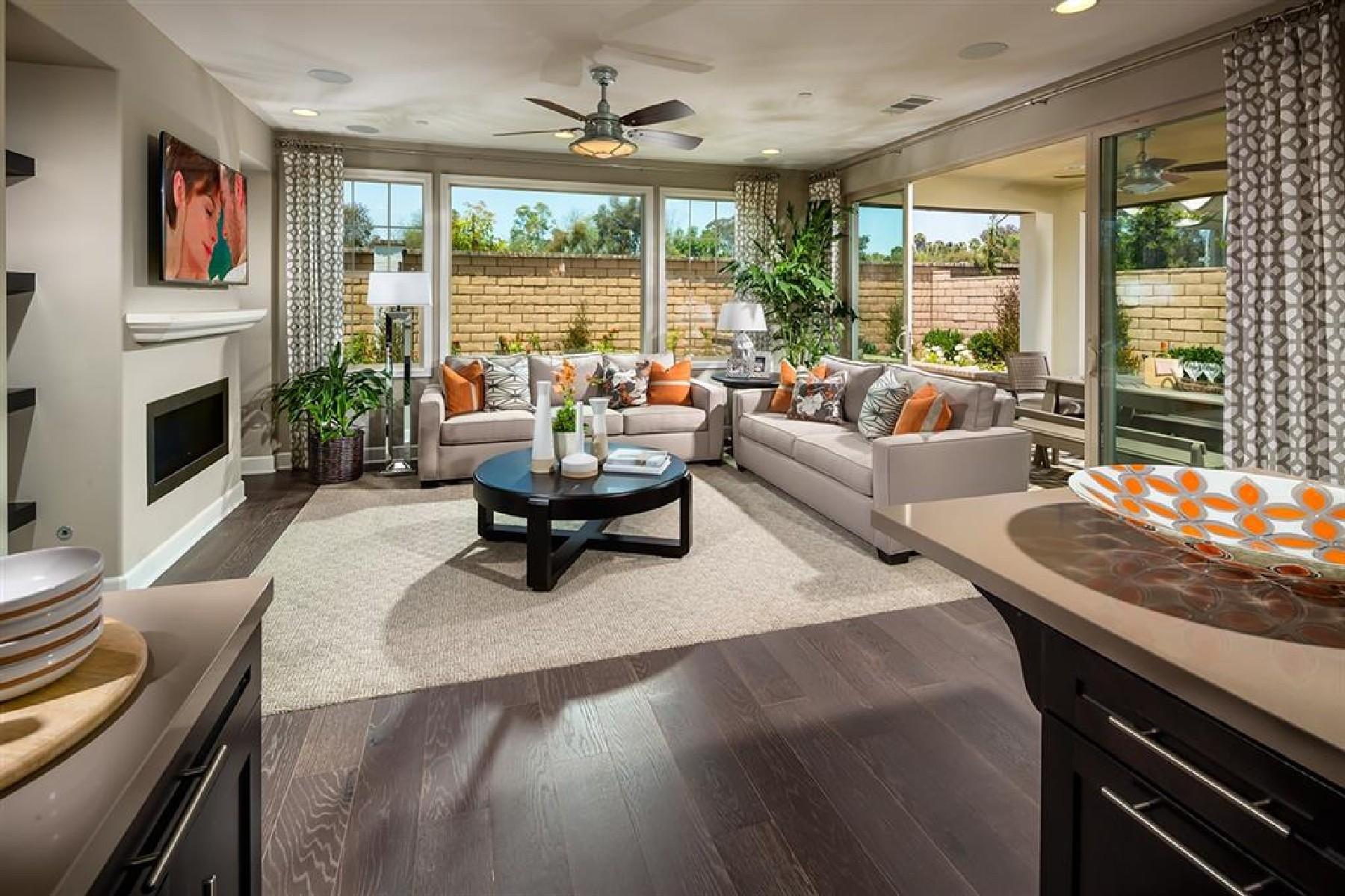 Casa para uma família para Venda às Casabella 13973 Centella Way San Diego, Califórnia, 92130 Estados Unidos